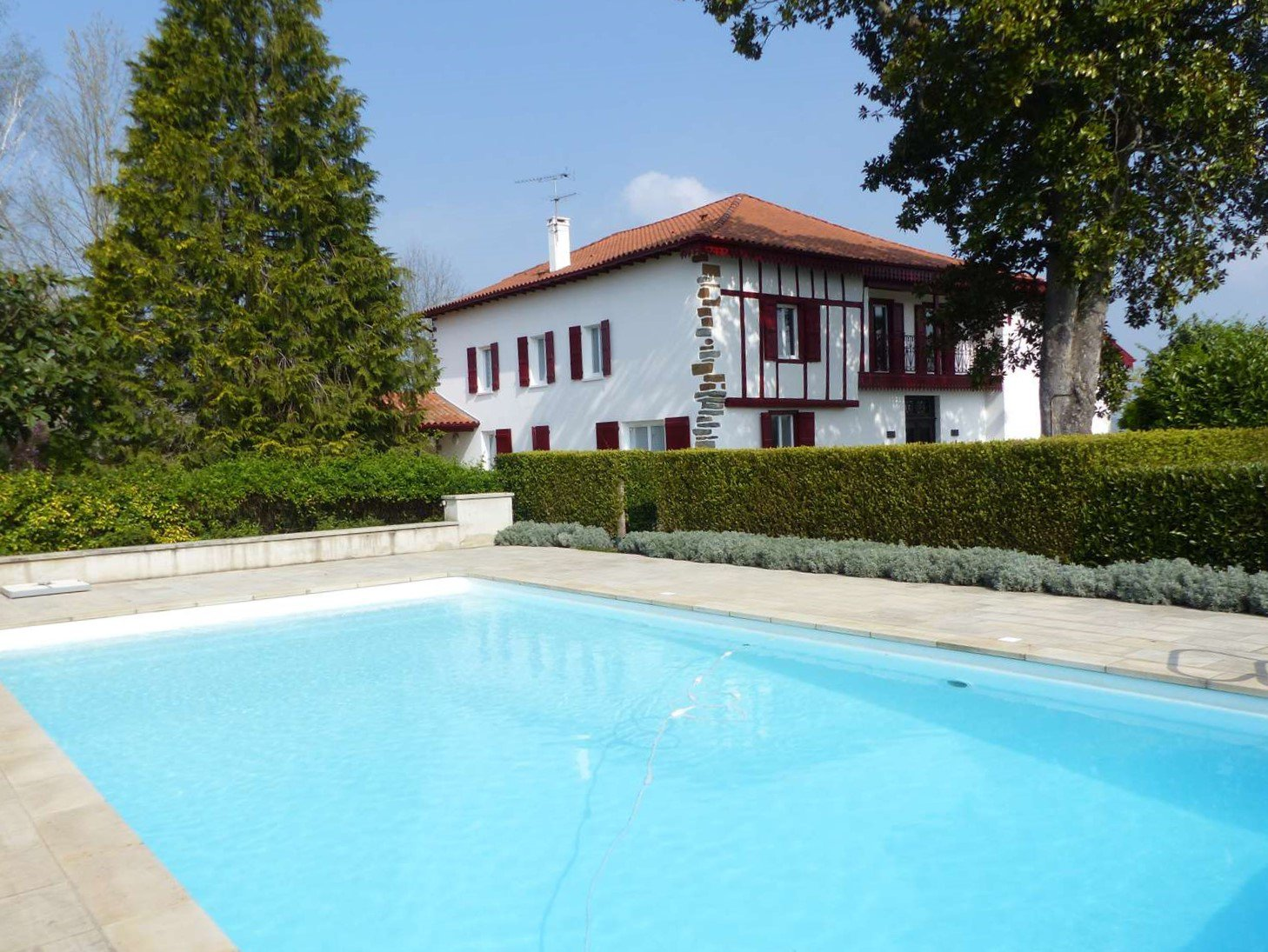 A beautifully renovated Basque property with pool and nearly a hectare of land