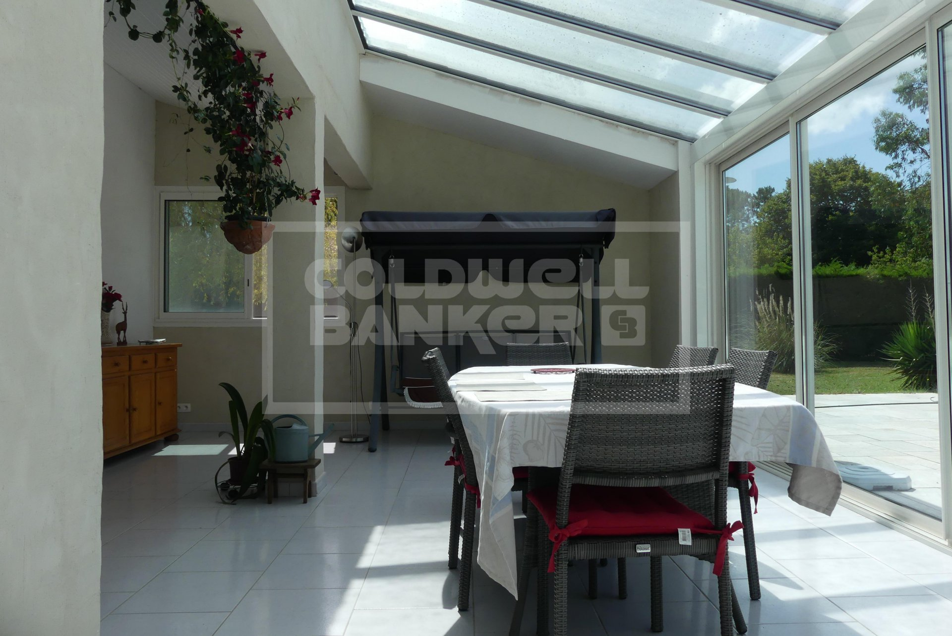213 sqm Bungalow and Pool for Sale in Breuillet - quiet area -