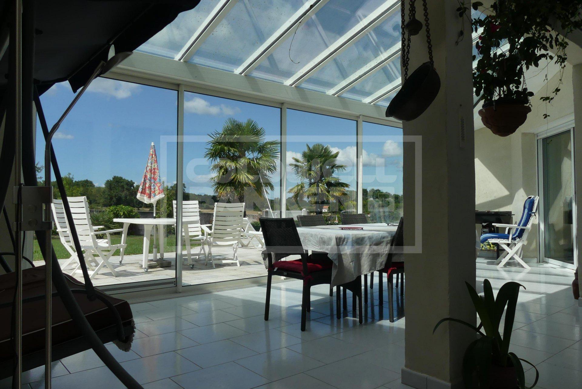 Maison 213 m² à Breuillet de plain pied avec piscine, au calme
