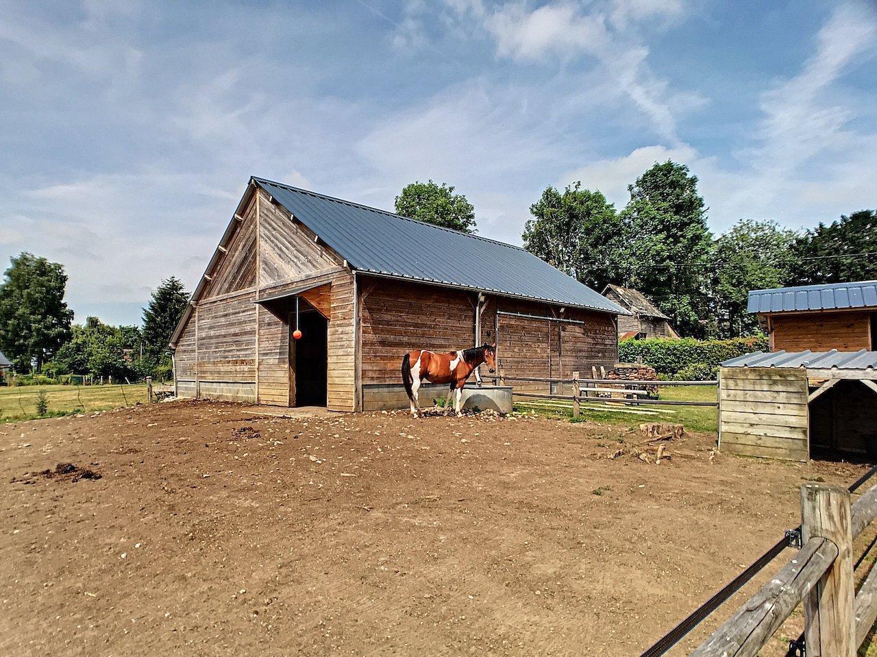 Belle longère rénovée idéal chevaux ou artisans
