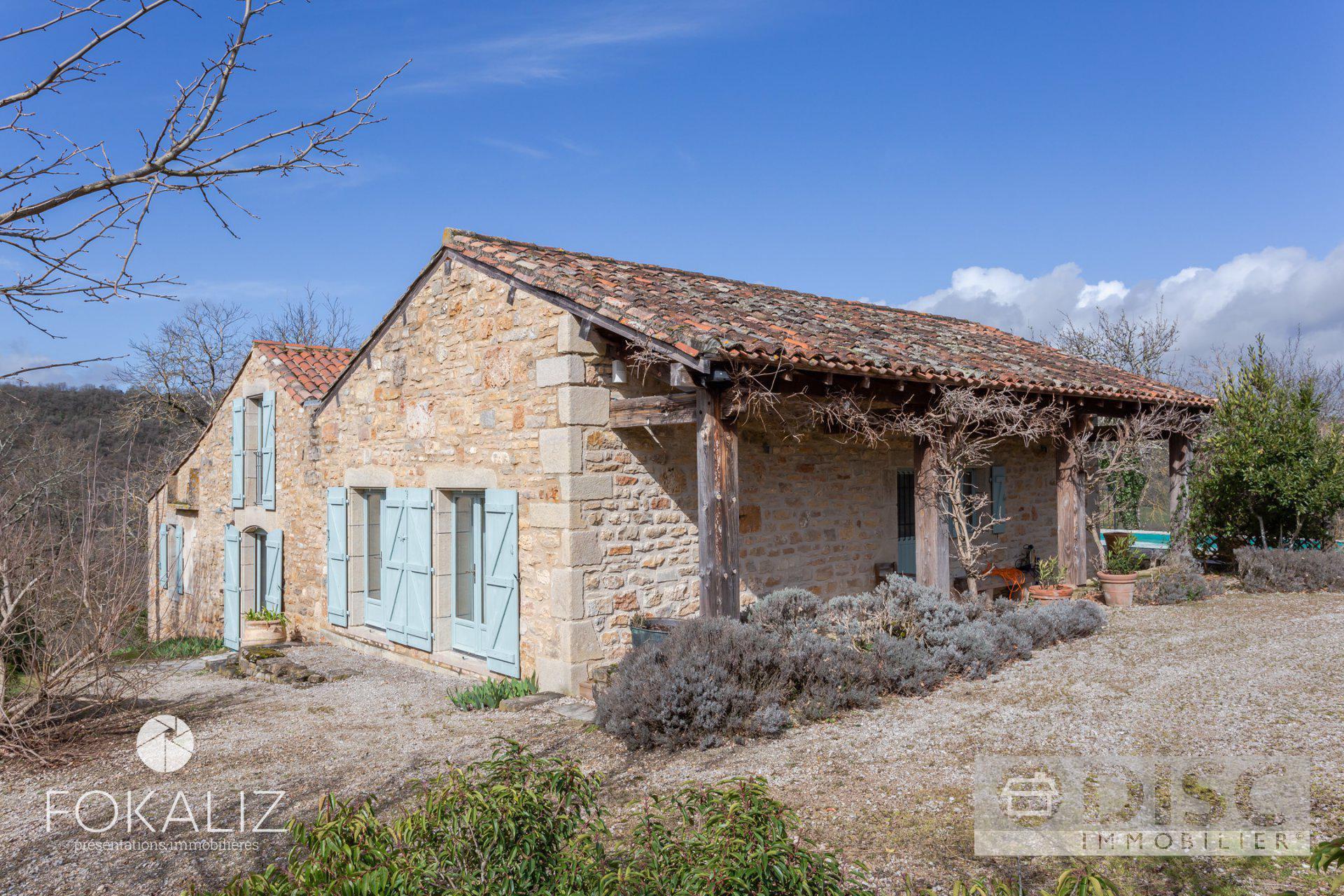 Belle maison rénovée sur position dominante 5 minutes de Saint Antonin noble Val.