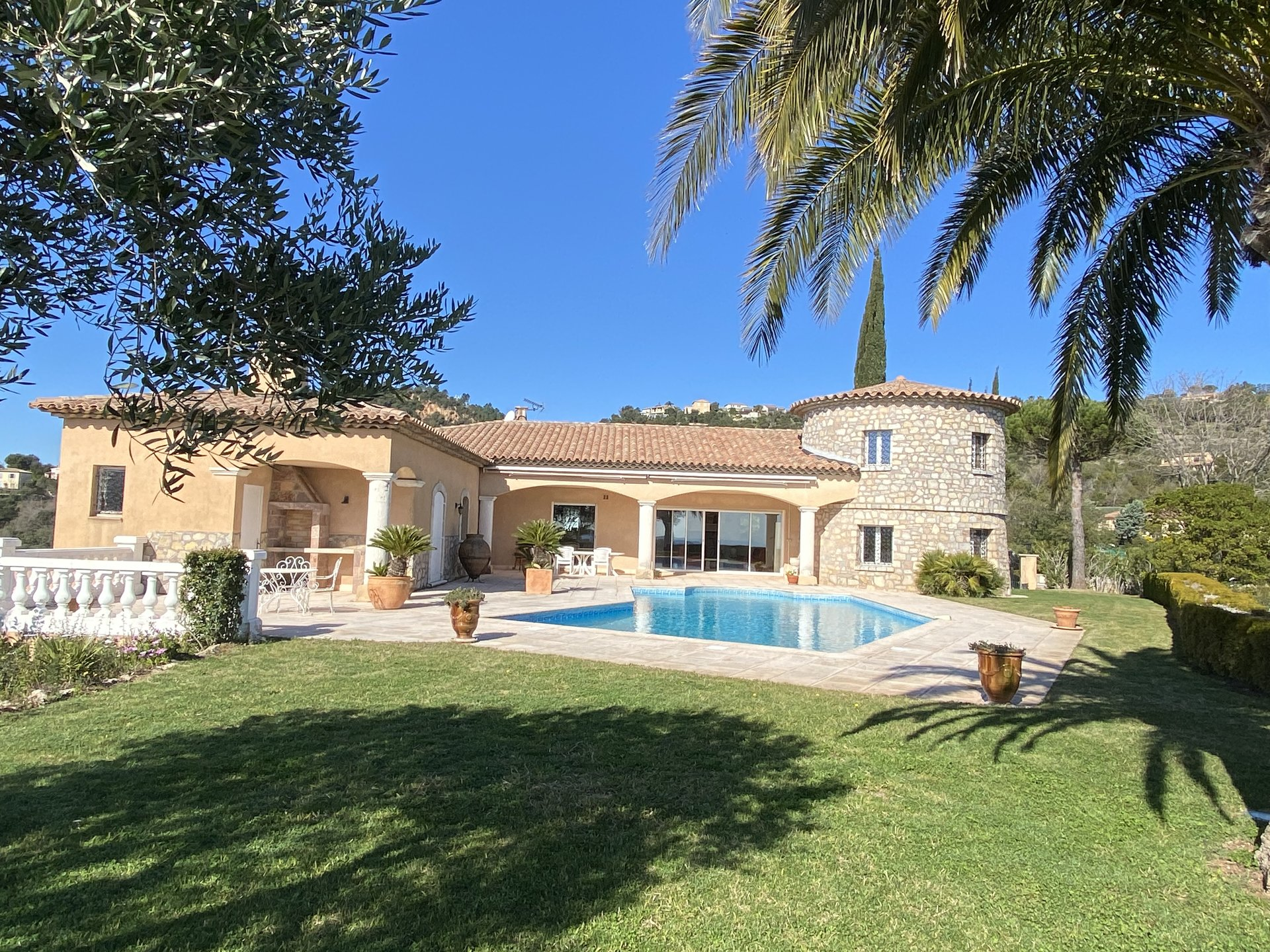 TRADITIONAL PROPERTY WITH A LOT OF CACHET