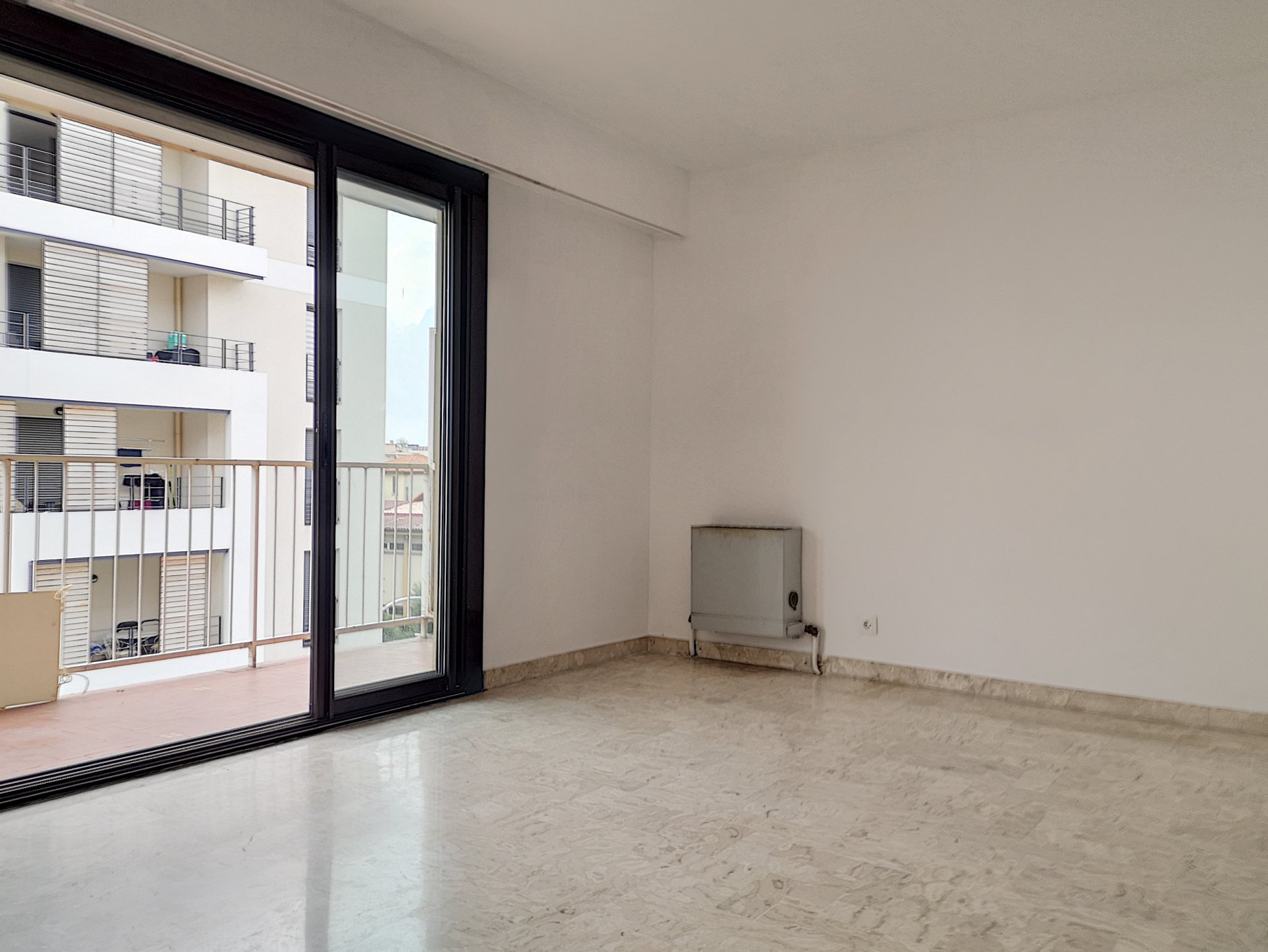 SAINT LAURENT DU VAR (06700) - APPARTEMENT - STUDIO - PARKING - CAVE