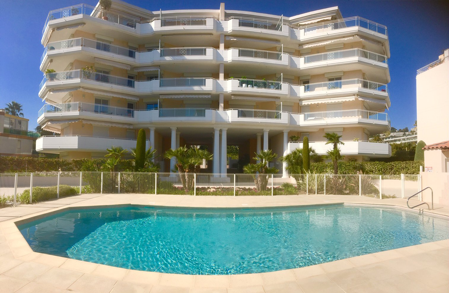 CANNES PALM BEACH - TWO BEDROOM APPARTMENT IN A LUXURIOUS RESIDENCE WITH SWIMMING POOL