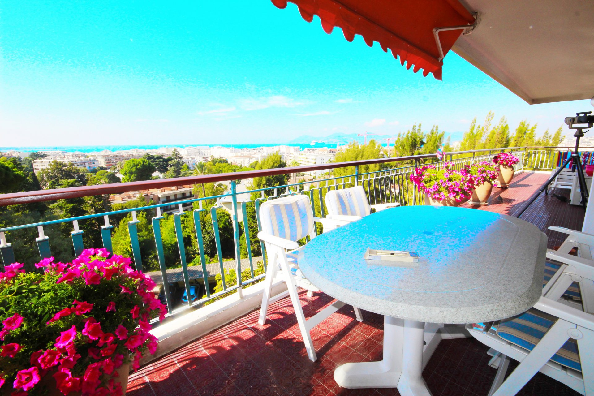 CANNES SALE 4 ROOMS HIGH FLOOR IN CALM ABSOLUTE PANORAMIC SEA VIEW