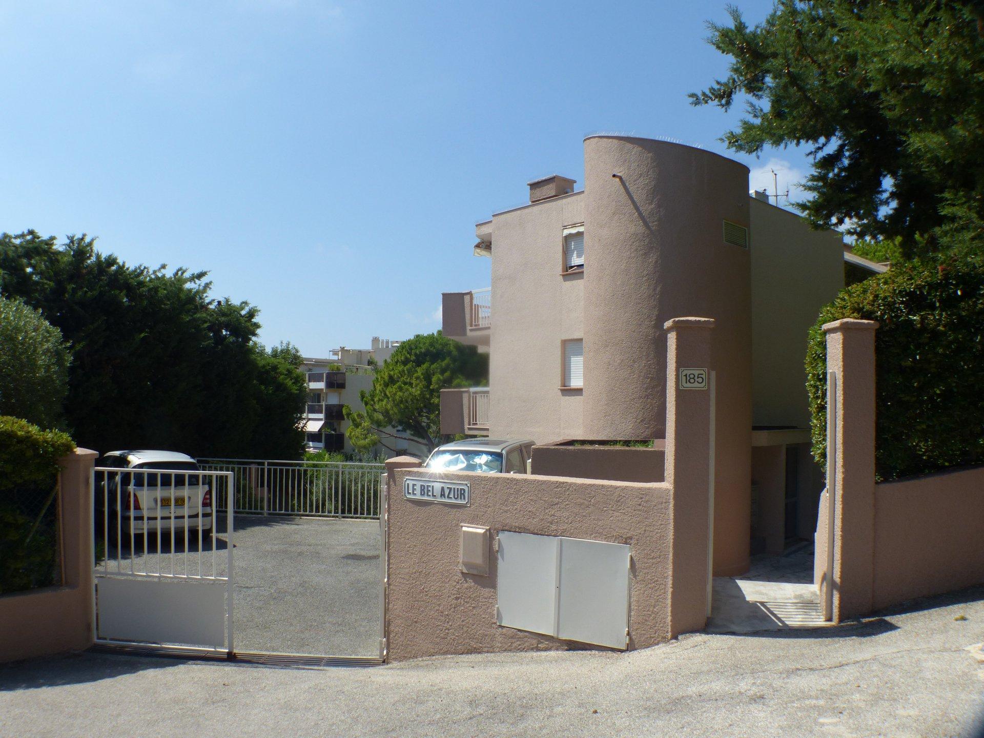 Fabron joli 2 pièces avec  2 terrasses sud vue mer