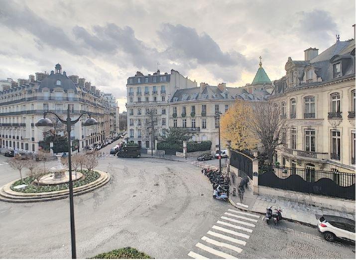 François premier place - Spacious apartment with a view