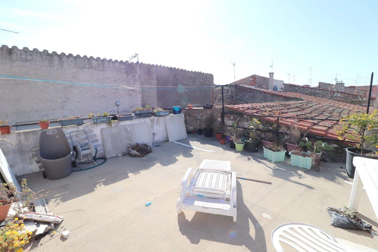 Rivesaltes, maison de village avec très grand garage et terrasse à vendre