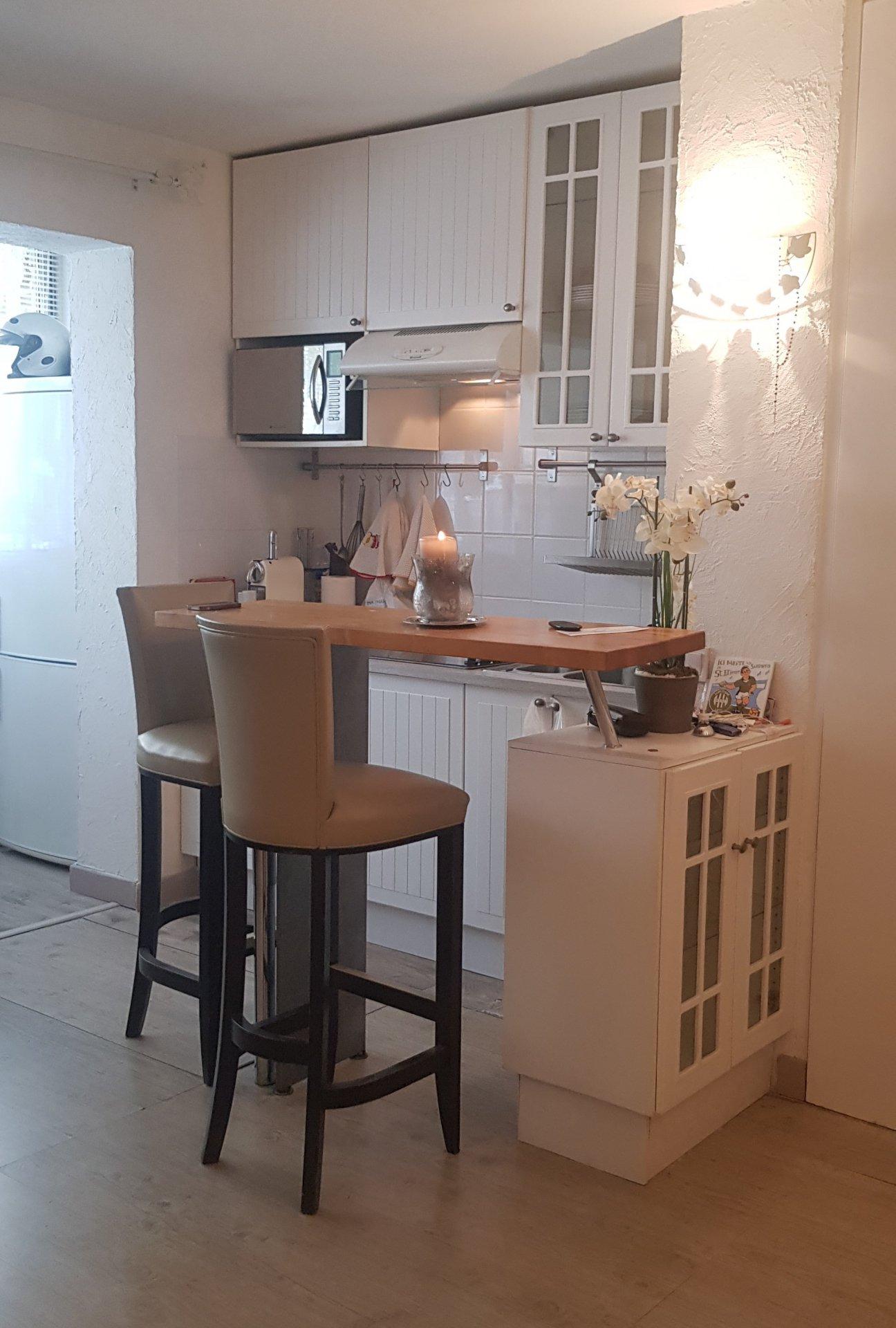 Studio, begane grond, mooie renovatie in een luxe residence.