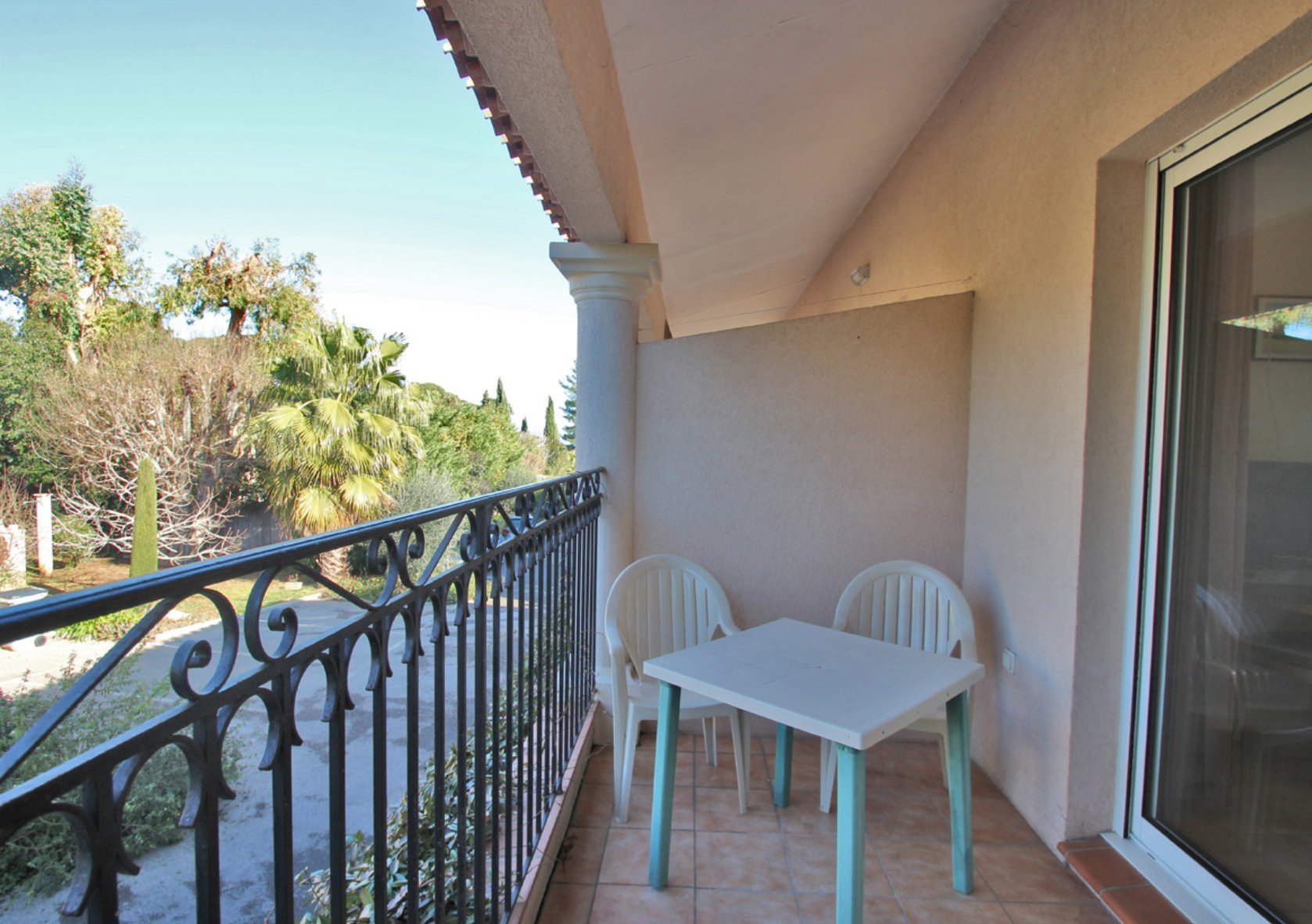 Cap d'Antibes - Studios, 1-bed apartments and villa