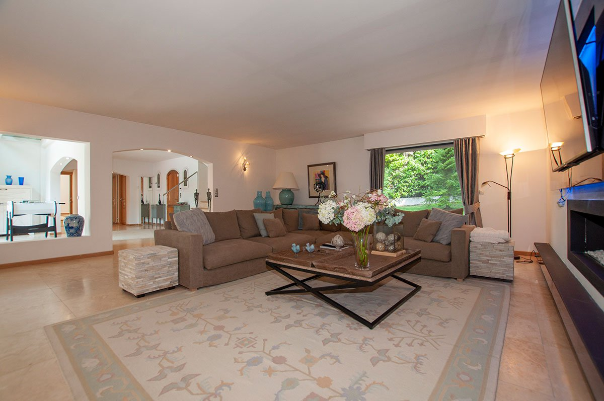 Pristine villa in a peaceful location with 4 bedrooms for sale in Roquefort les Pins