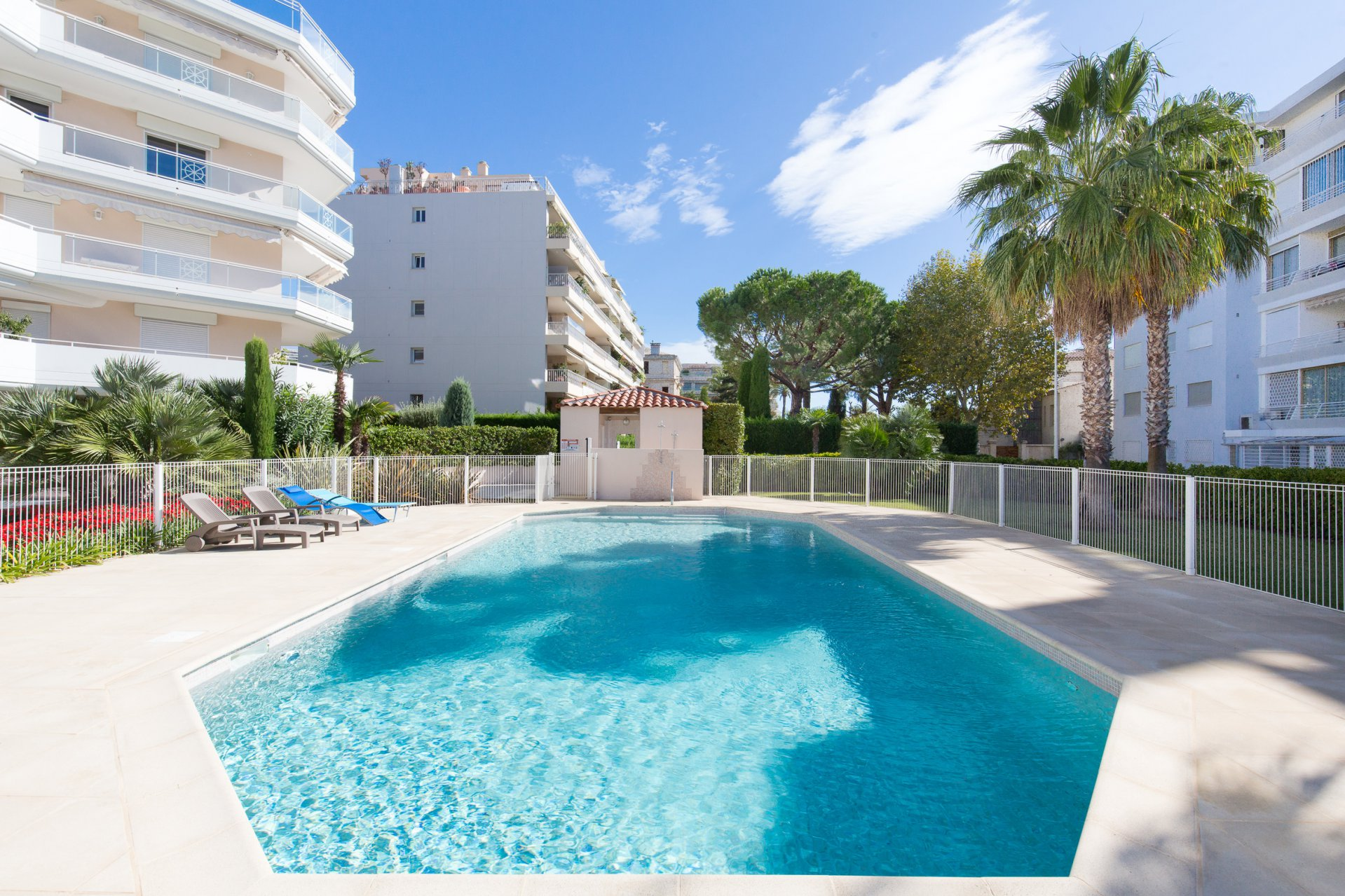 CANNES PALM BEACH - ONE BEDROOM APPARTMENT IN A LUXURIOUS RESIDENCE WITH SWIMMING POOL
