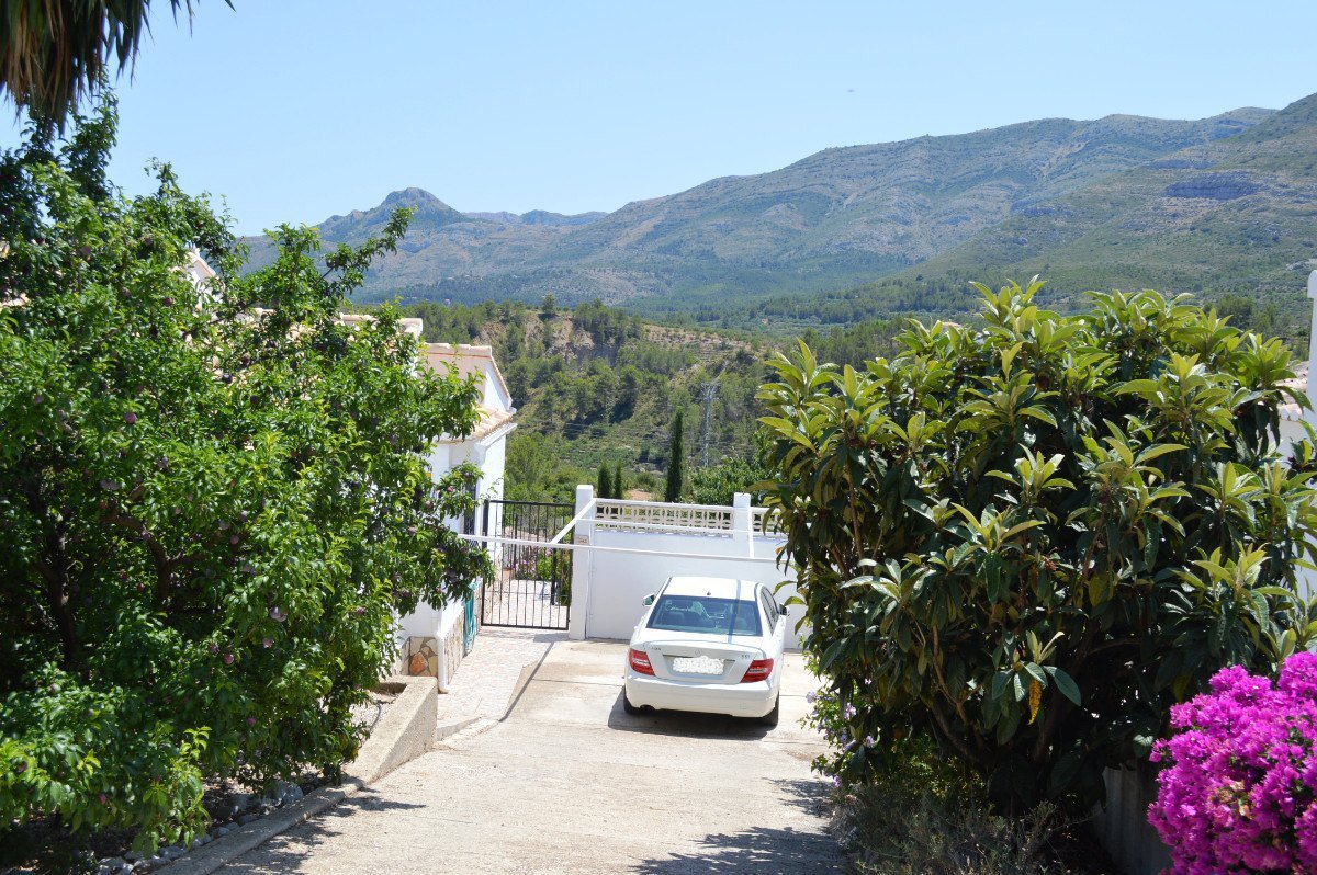 Front line villa with fabulous views