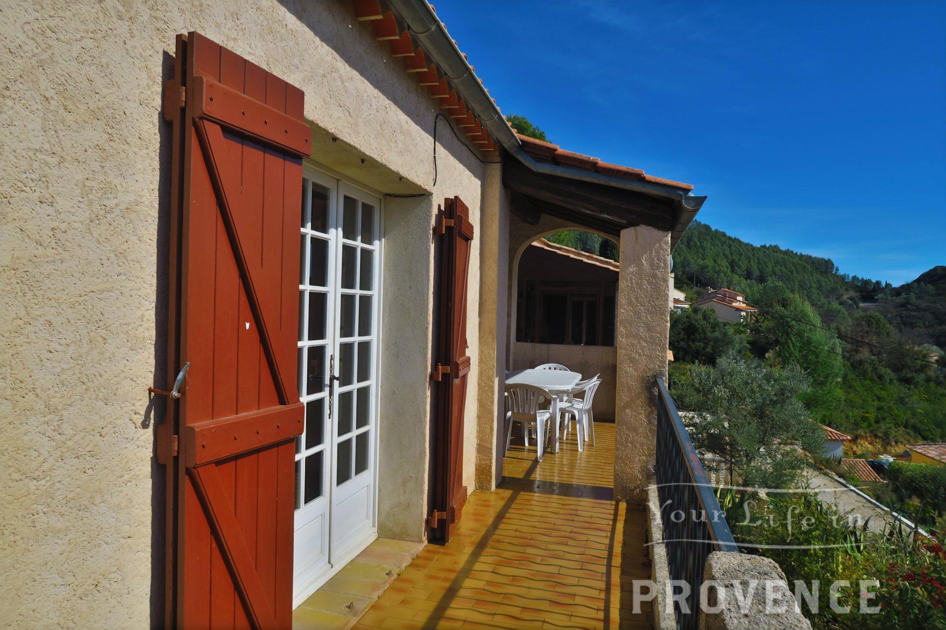 Villa with panoramic view on Taradeau