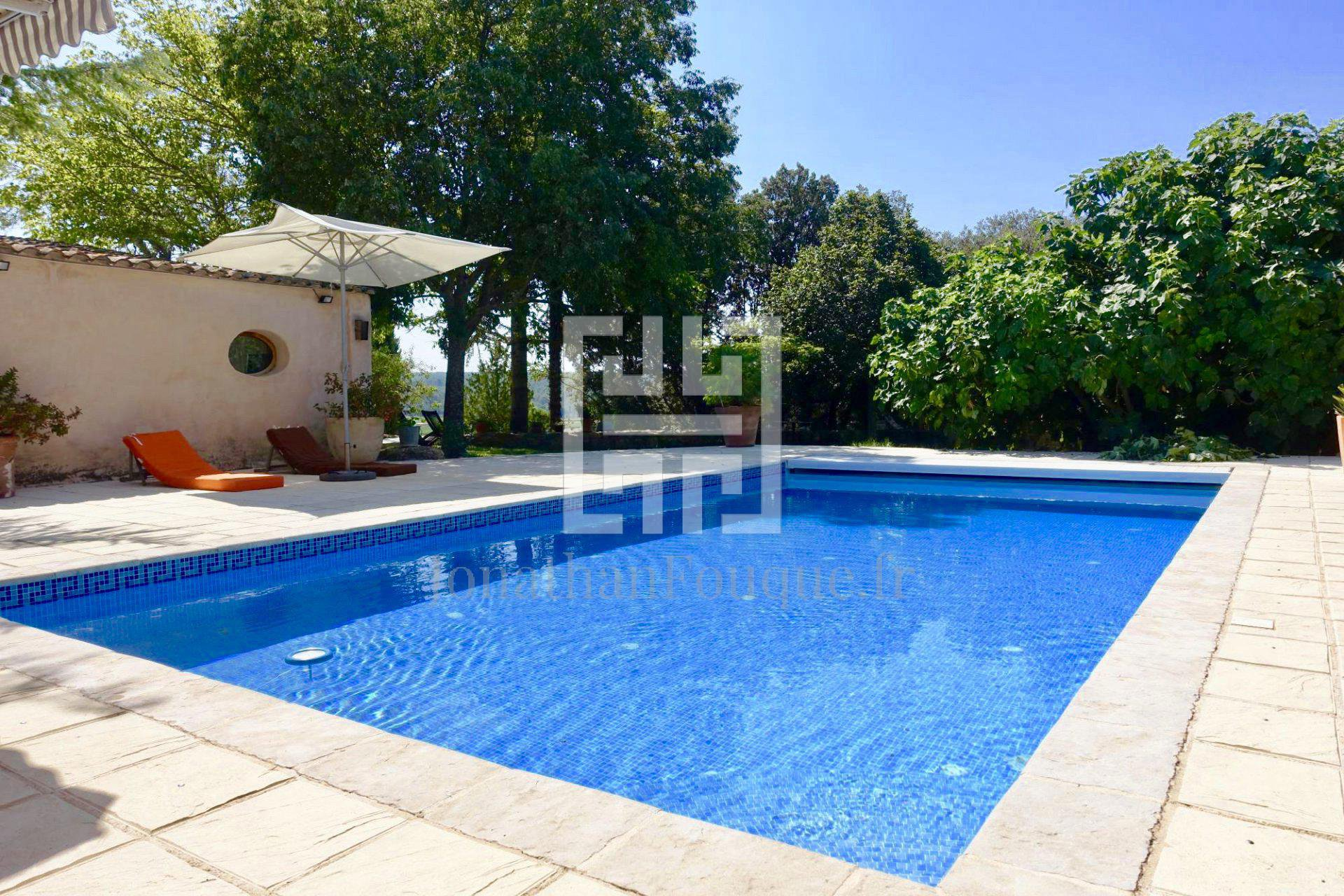 AIX EN PROVENCE - PROPERTY of 582 m² on more than one hectare.