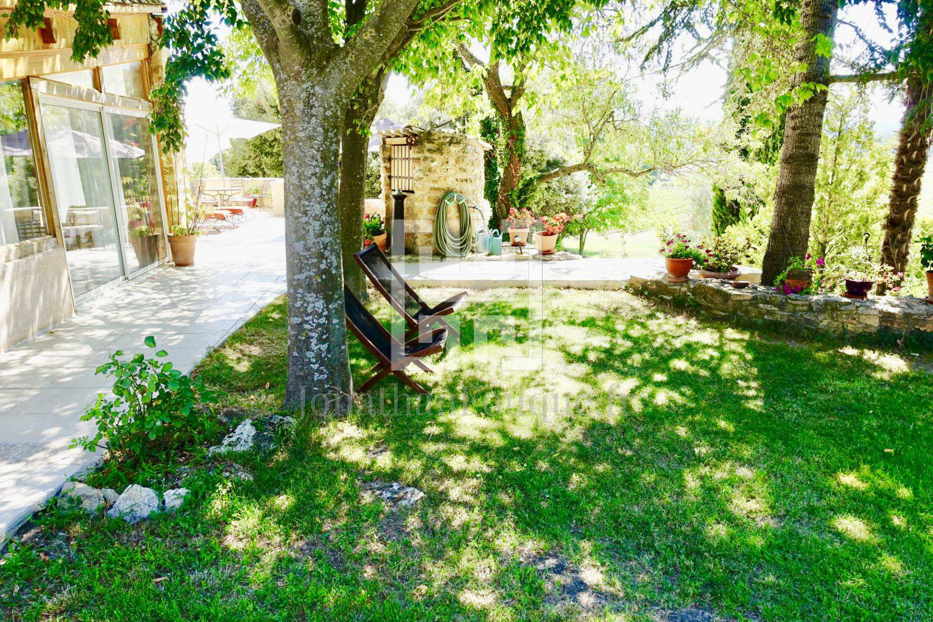 PAYS D'AIX - ONE HECTARE PROPERTY