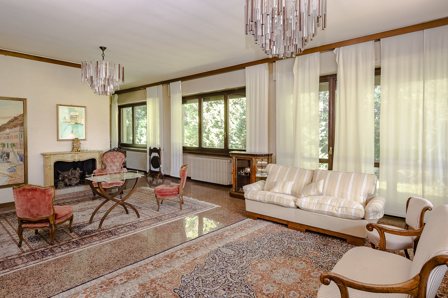 Prestigious villa for sale in Lesa - living room