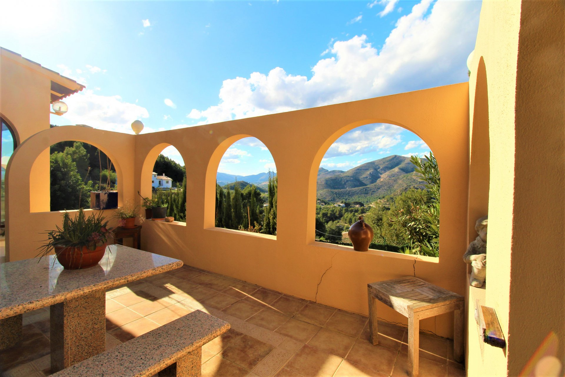 4-bedroom villa with panoramic mountain views