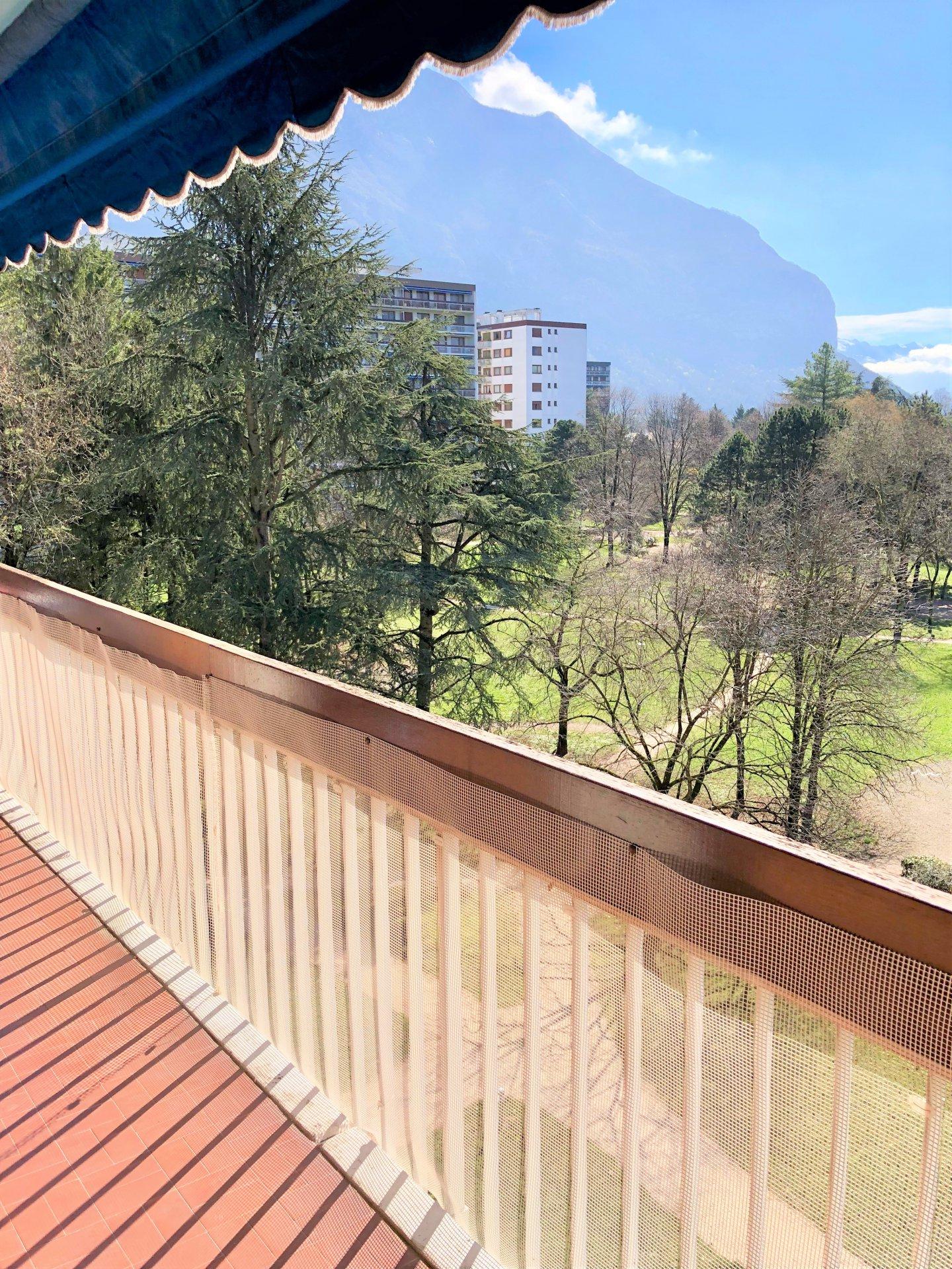 Bel beau balcon avec vue sur le parc !