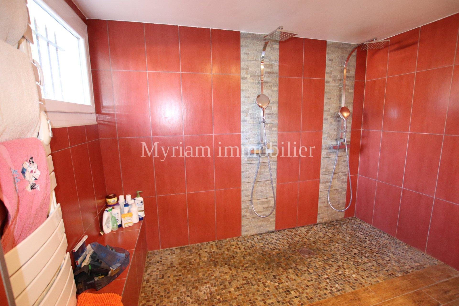 individual house 6 rooms with swimming pool in PEYMEINADE