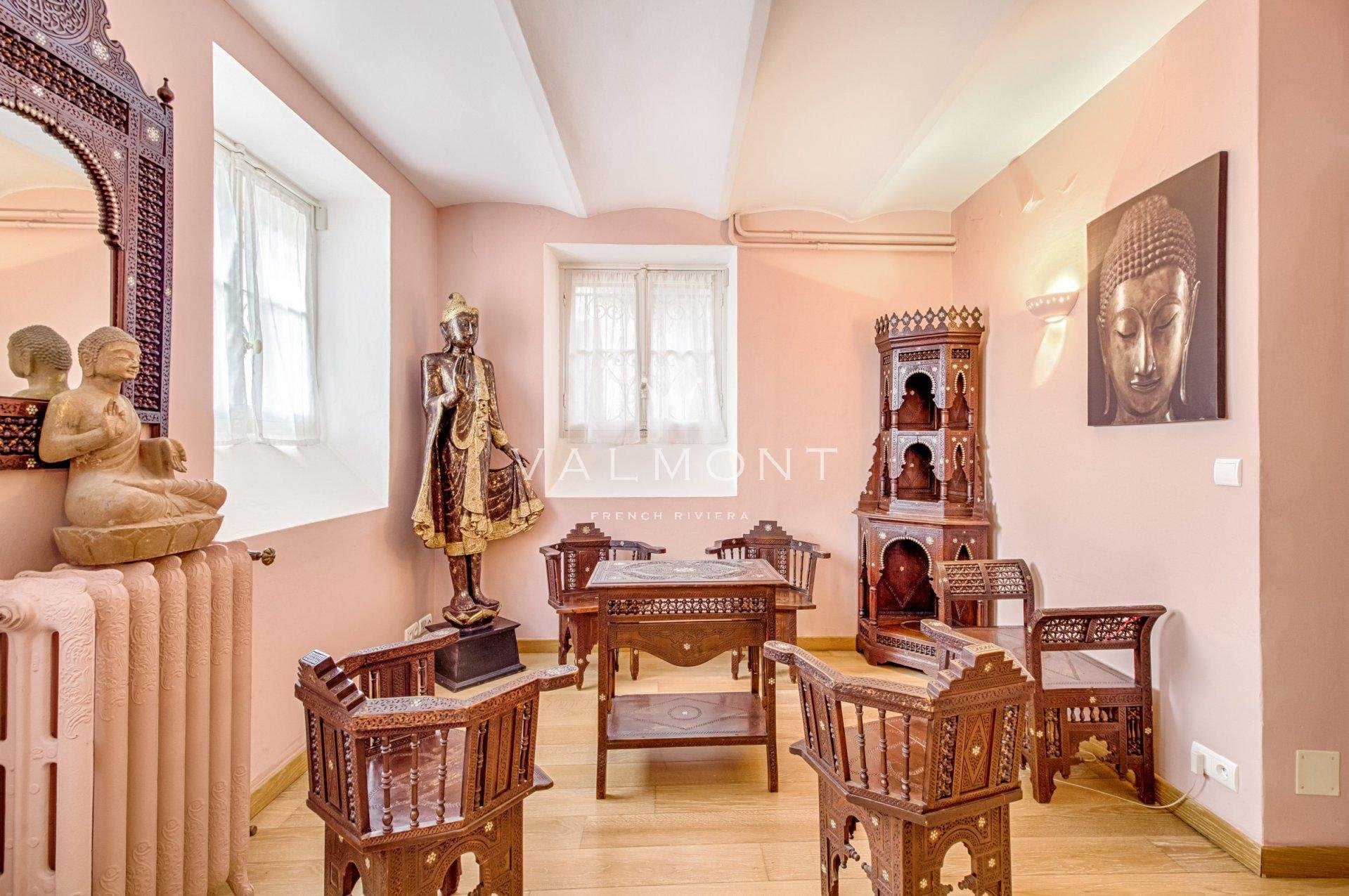 ELEGANT CLASSICAL STYLE VILLA AT WALKING DISTANCE TO THE PORT AND THE SEA
