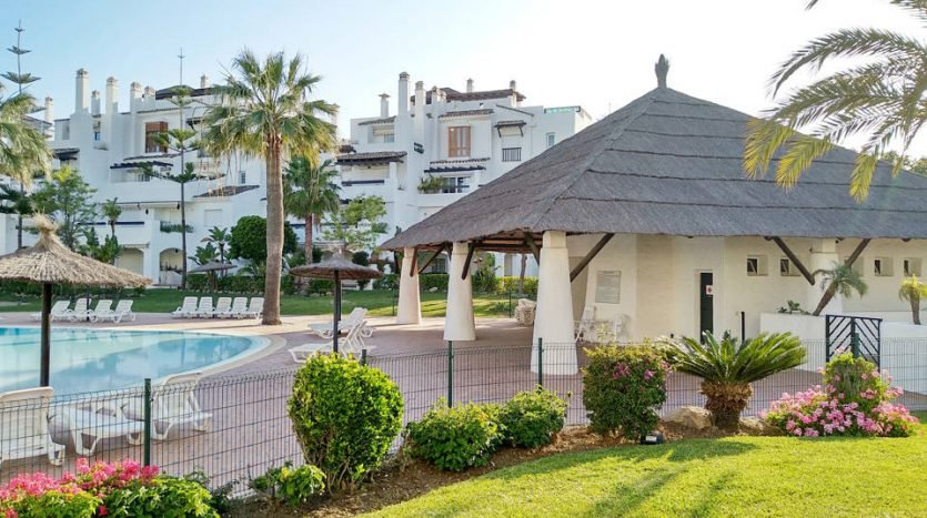 Property with garden in front of the beach