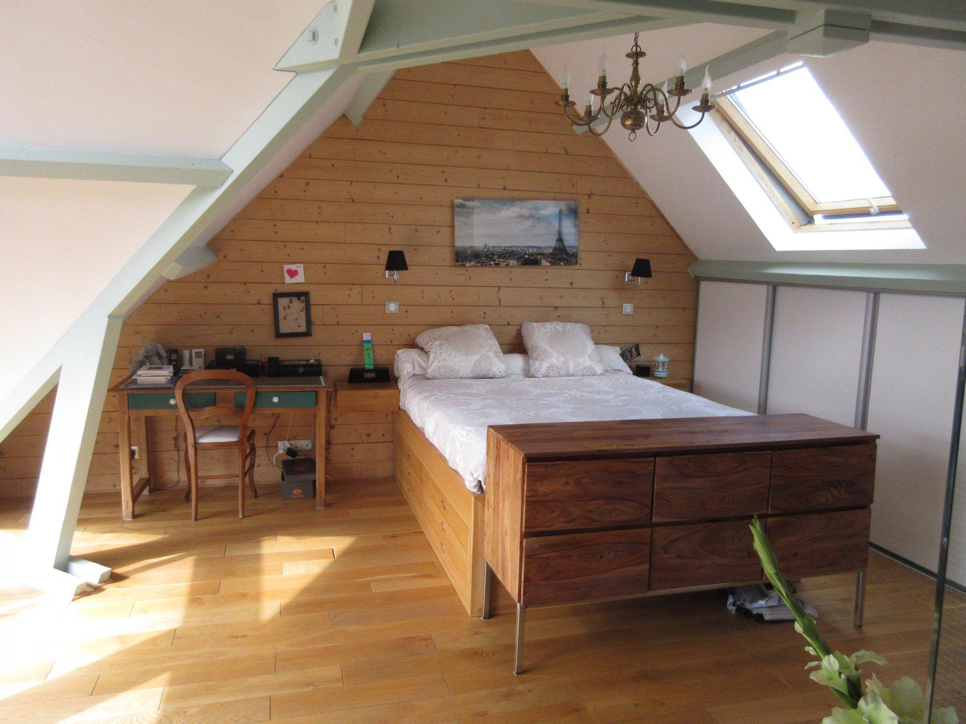 Fenêtre de toit, hauteur sous plafond, lustre