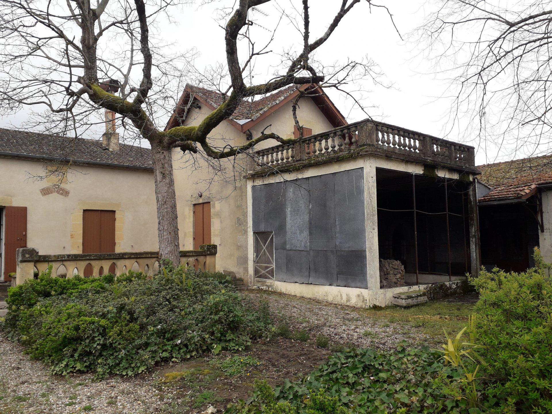 Maison ancienne sur 2144m² de terrain clos