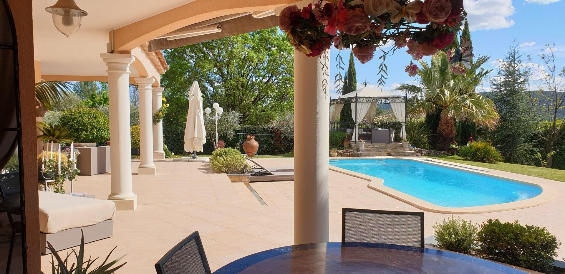 EXCLUSIVITY, elegant recent villa in a picturesque environment !