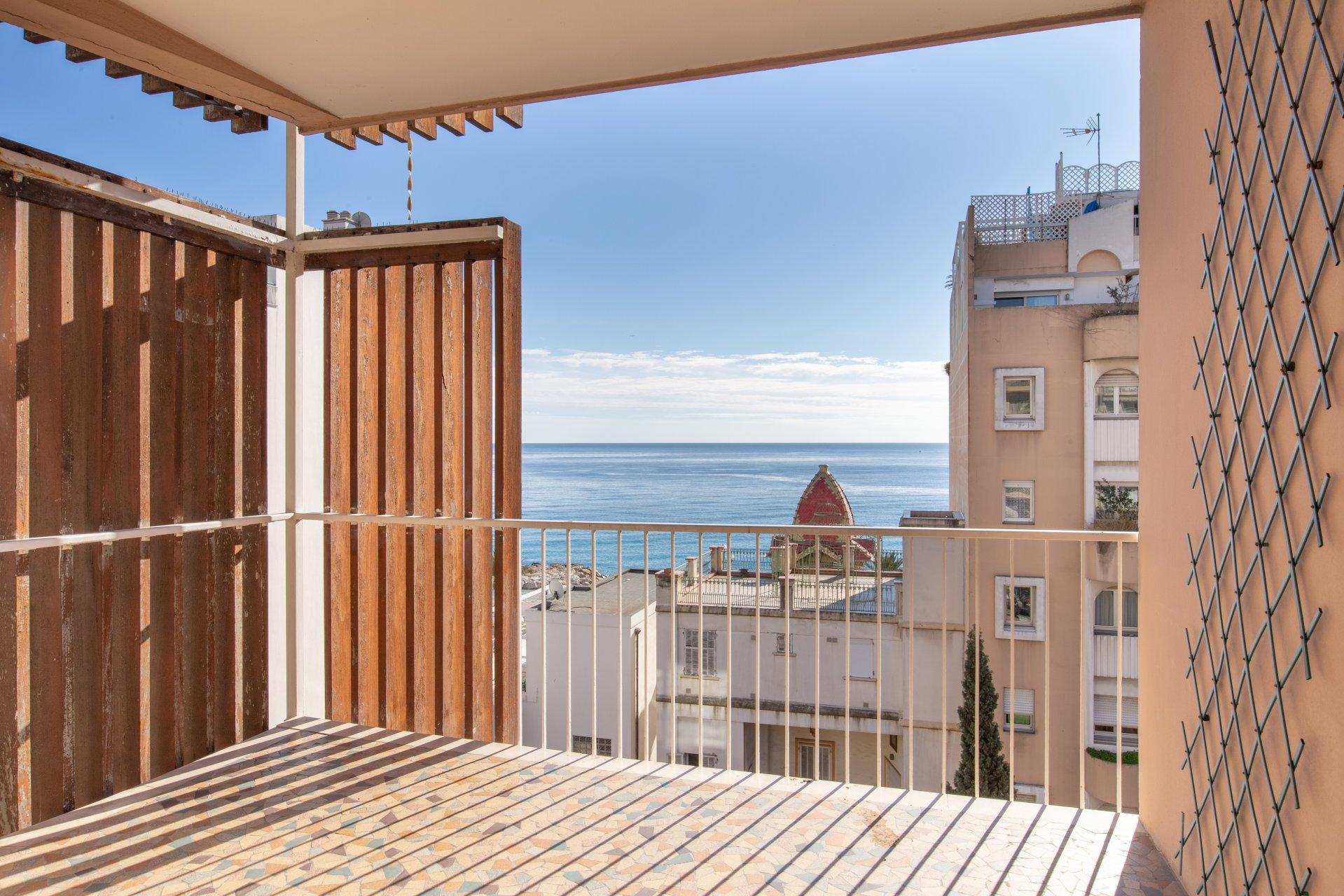 Bel appartement avec terrasse et vue mer, Nice Californie