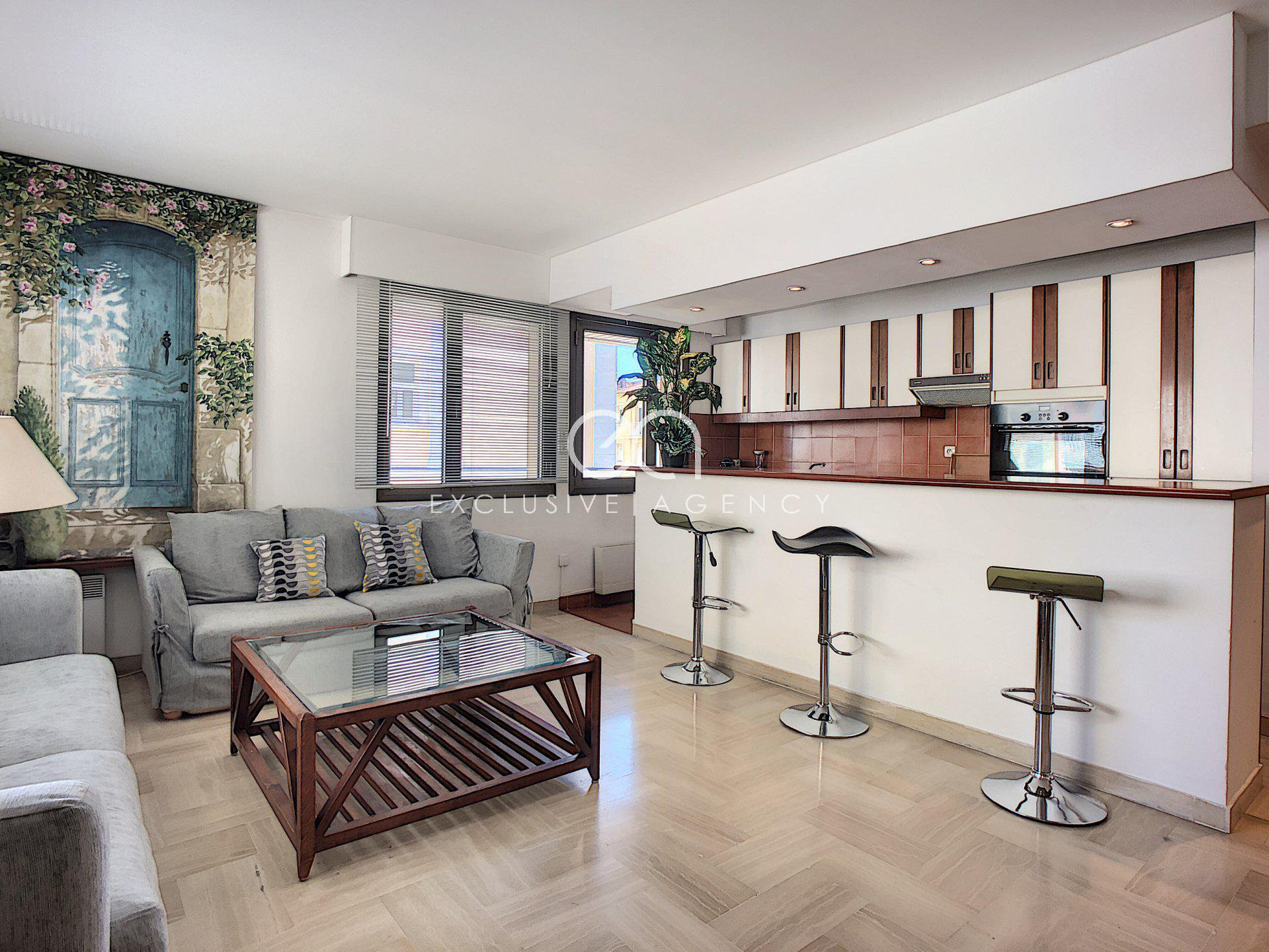 For sale Cannes Gray d'Albion 54sqm 1-bedroom apartment.