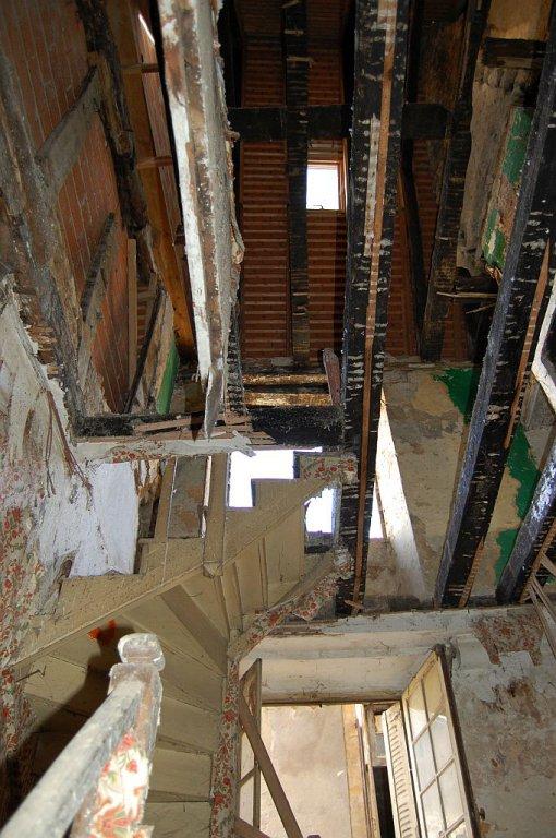 DORDOGNE - Compleet te renoveren oude dorpswoning