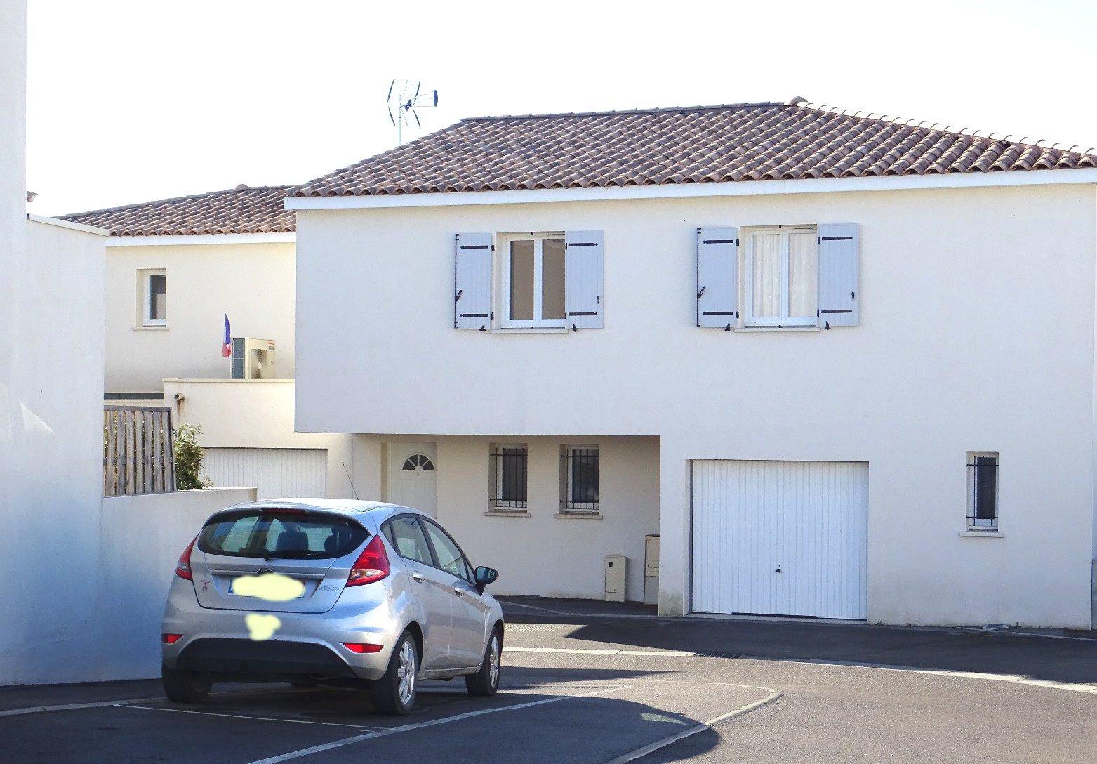 Villa T4 avec jardinet et parkings