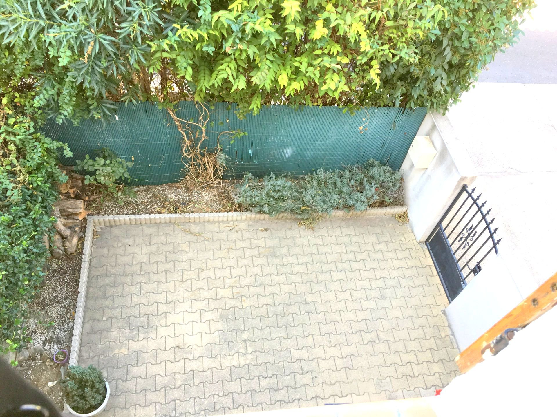 Villa avec garage et jardin
