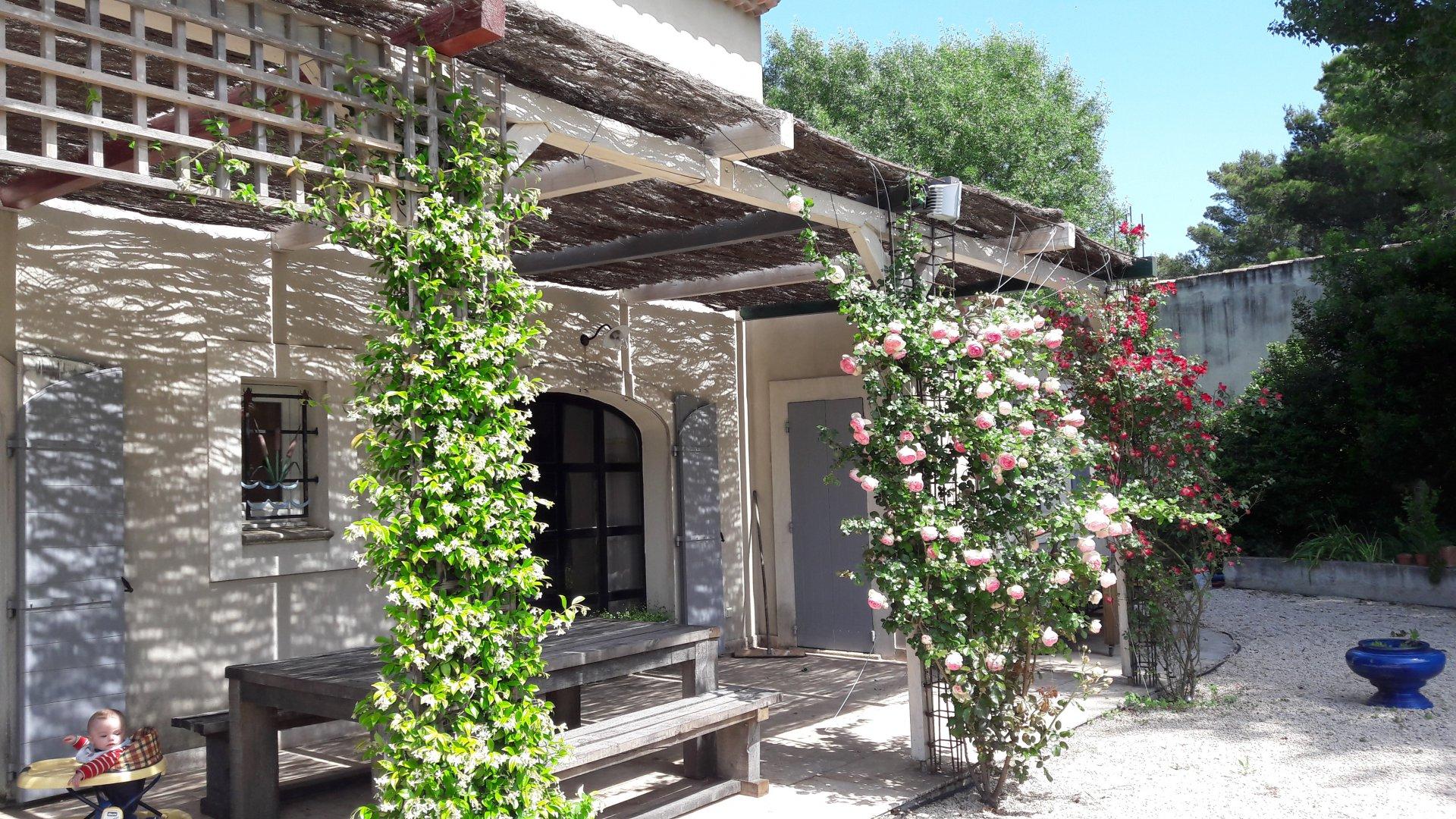 charmante maison récente avec terrain clos Eyragues