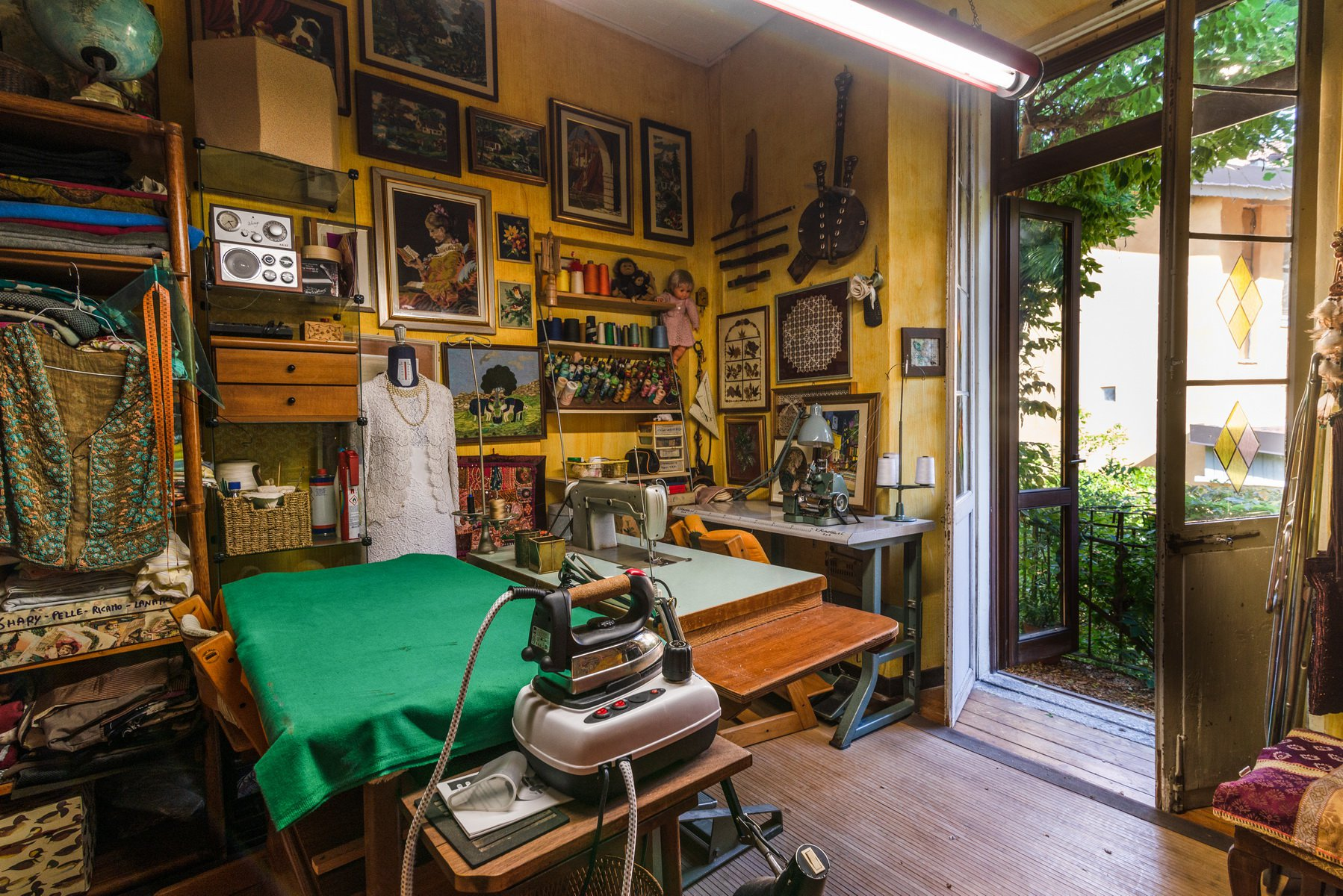 Historic house for sale in Lesa- single room