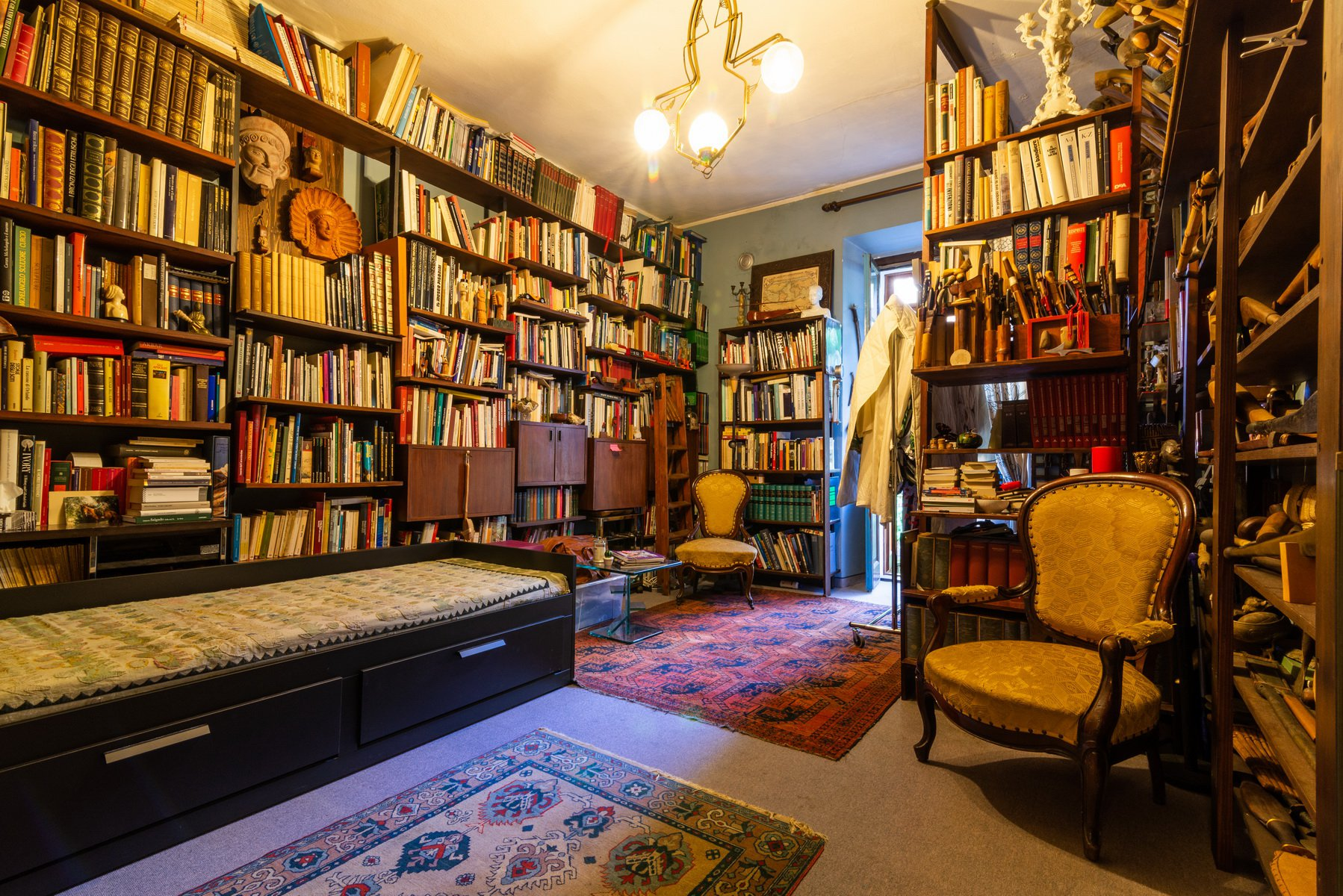 Historic house for sale in Lesa- library