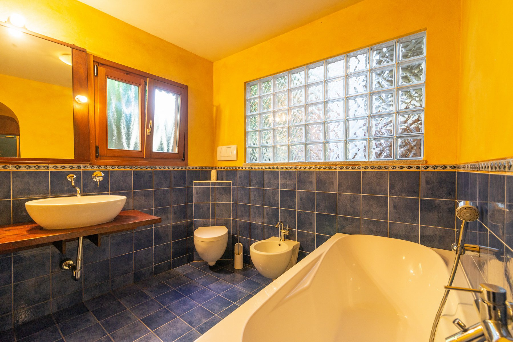 Historic house for sale in Lesa- bathroom