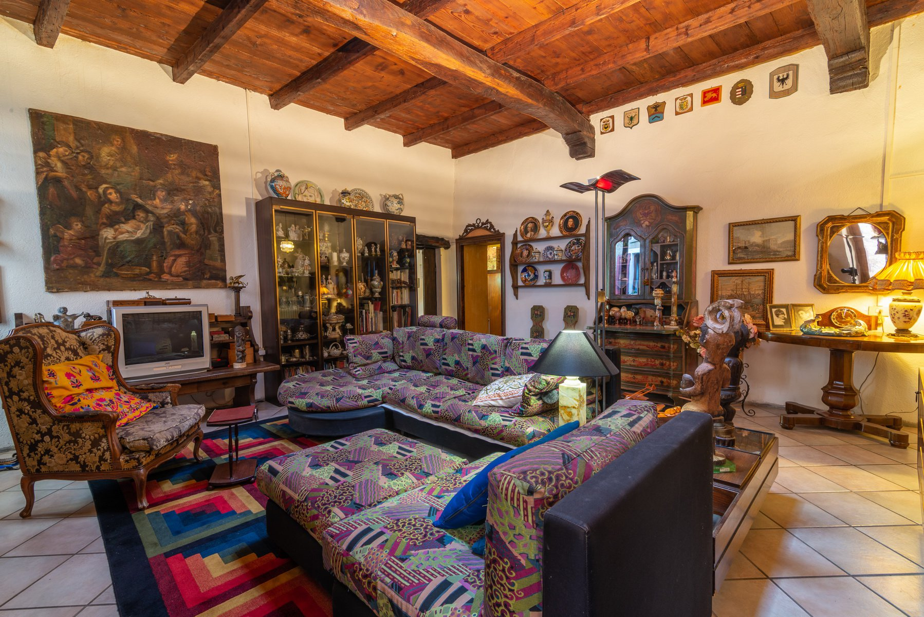historic  house for sale in Lesa- wide living room