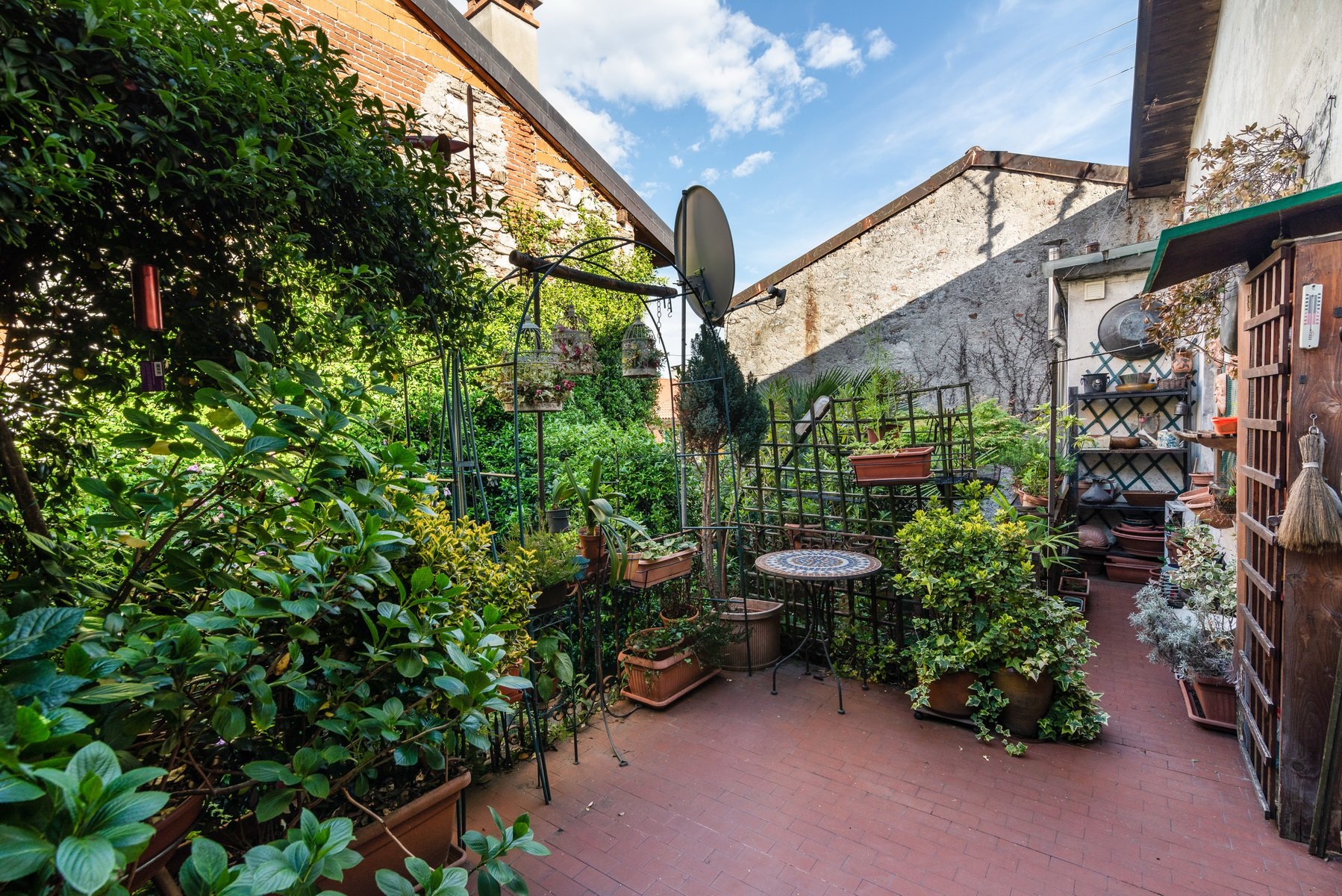 Historic house for sale in Lesa- wide balcony