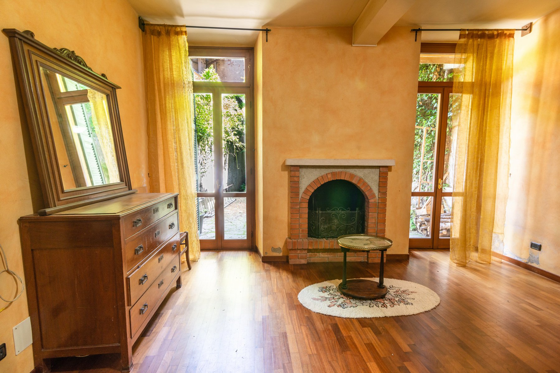 Historic house for sale in Lesa- living room with fireplace