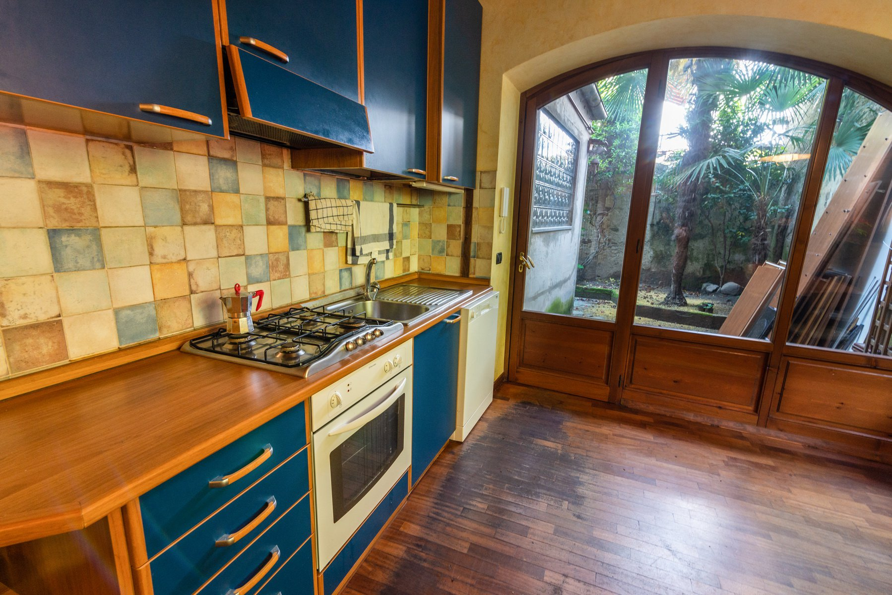 Historical house for sale in Lesa- kitchen