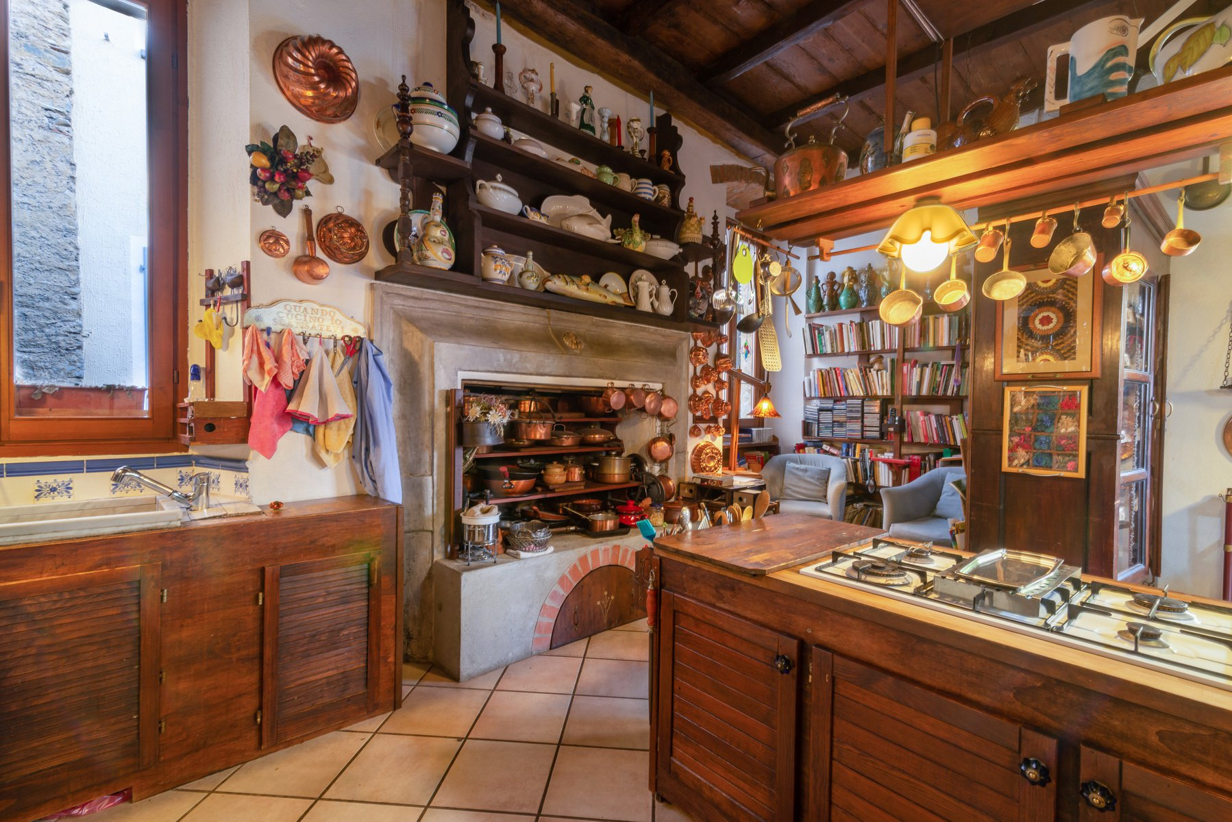 Historic house for sale in Lesa- kitchen