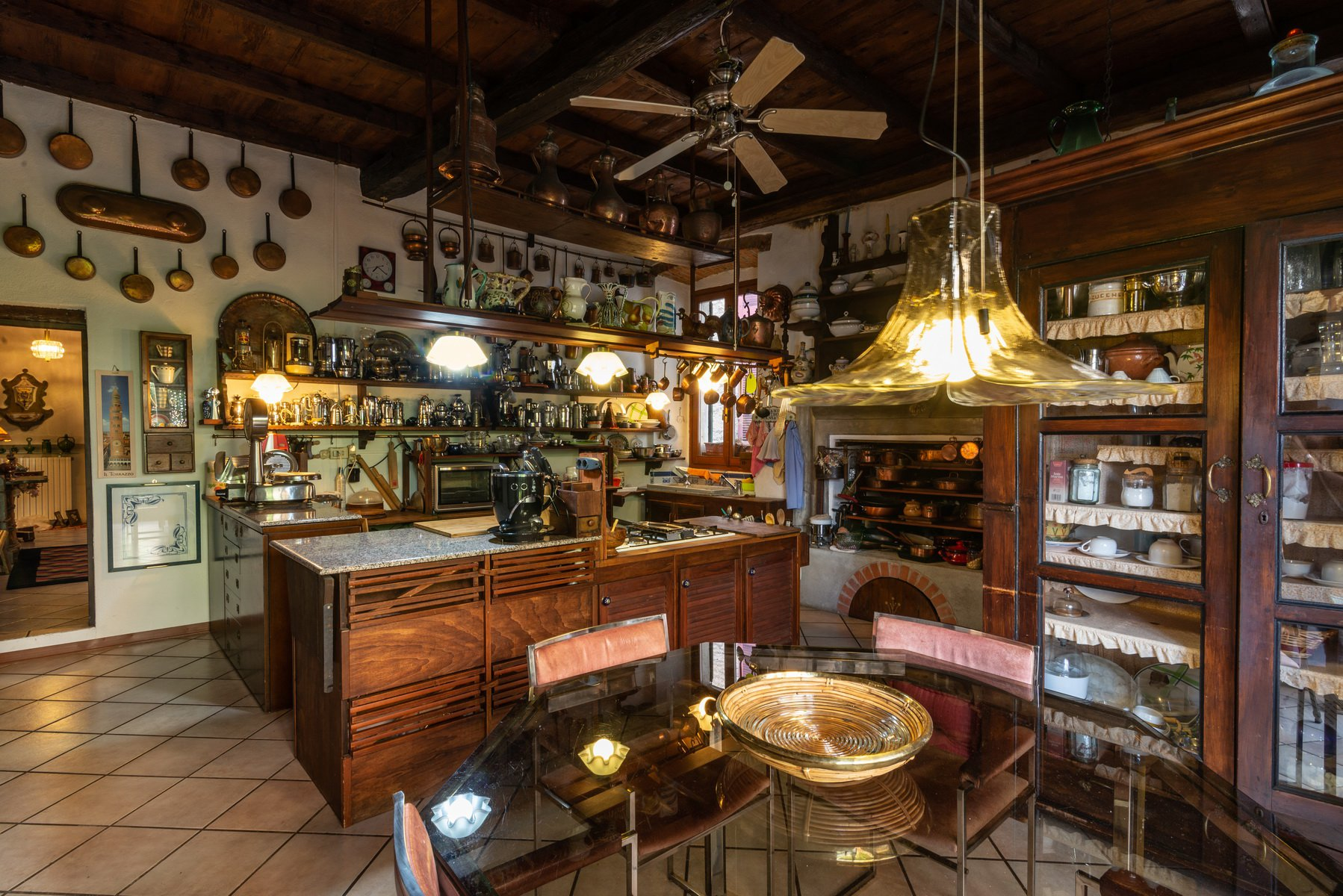 Historic house for sale  in Lesa- spacious kitchen