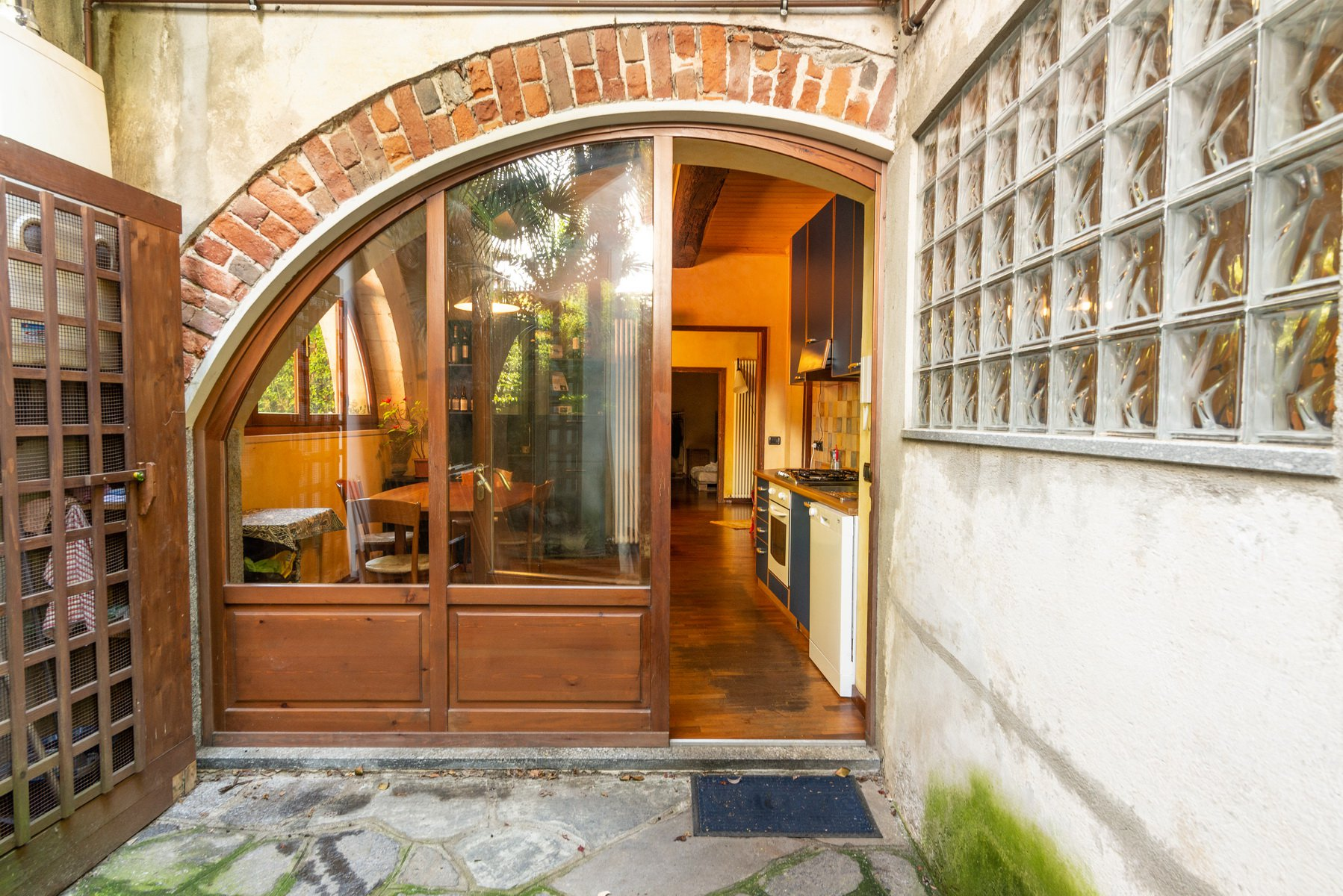 Historic house for sale in Lesa- entrance