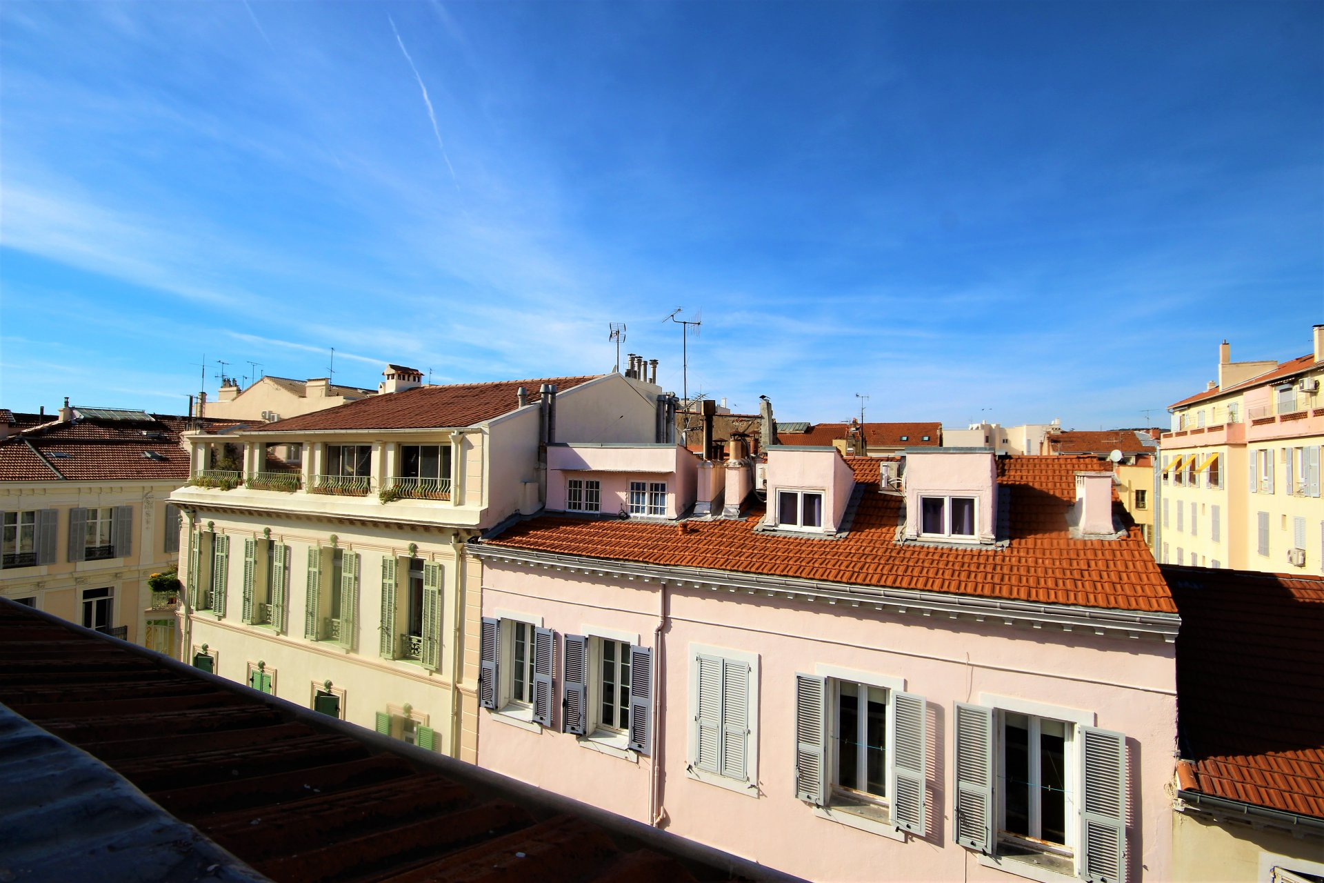 CANNES MAGNIFICENT CENTER 2 ROOMS IN LAST FLOOR