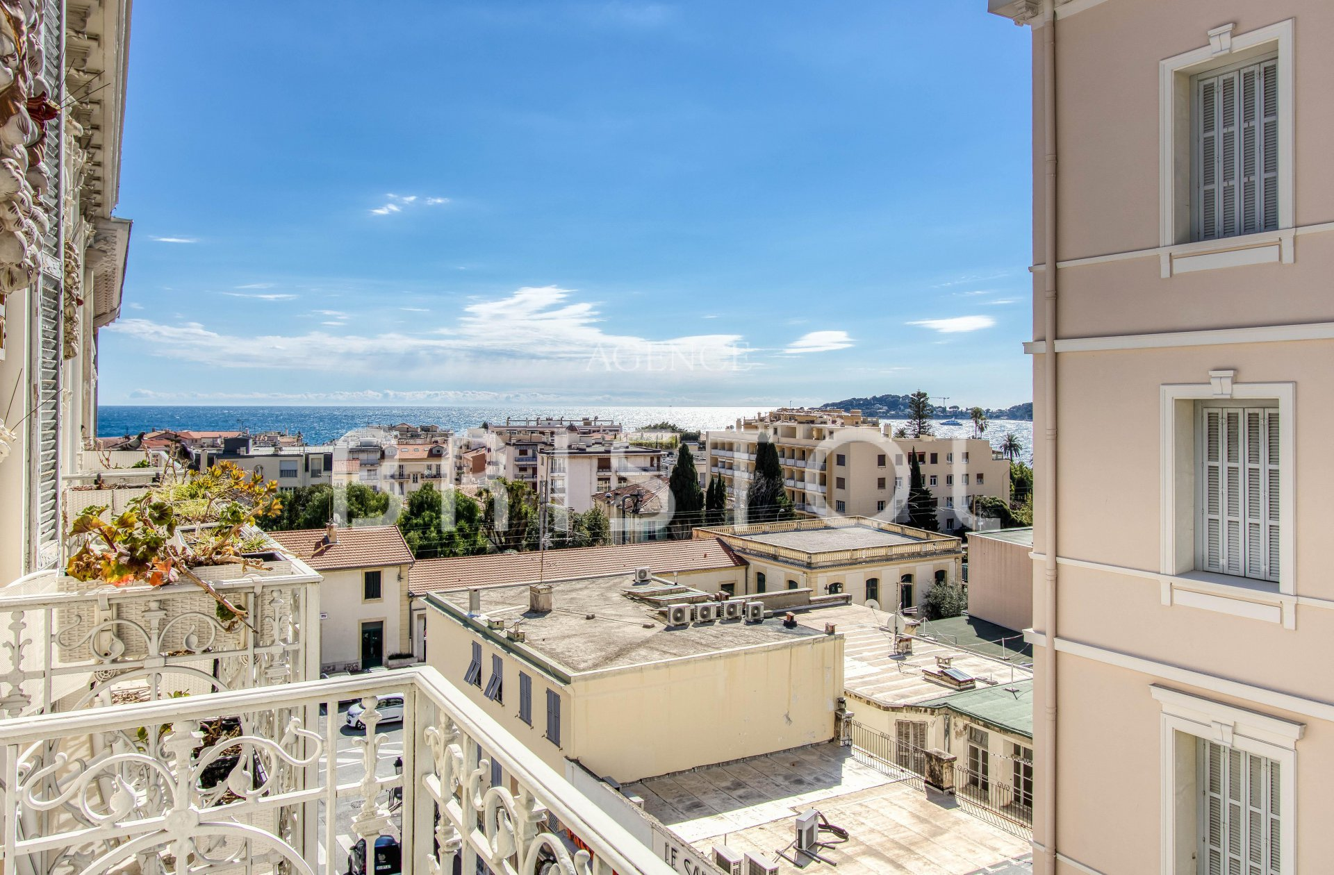 Beaulieu sur Mer down-town , luxury and large top floor apartment for sale