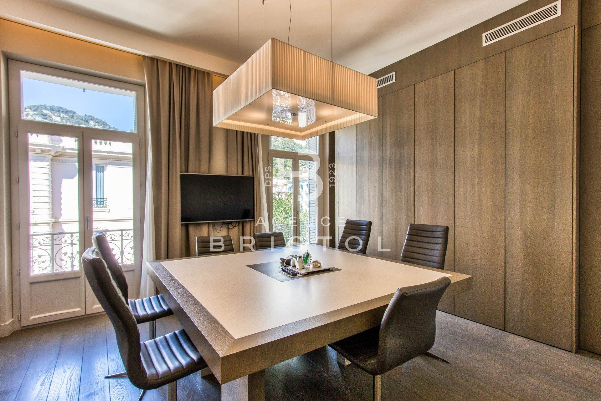 Beaulieu sur mer centre ville , vaste appartement de 170m2 en dernier étage .