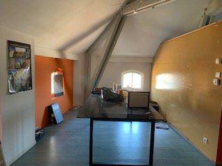 160 m² en 1 seule pièce - 3e étage - CAVE   - Interphone