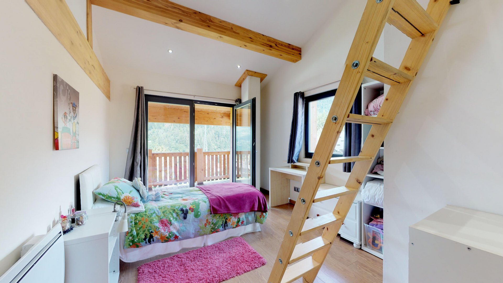Second bedroom under the eaves with mezzanine, ideal for a child
